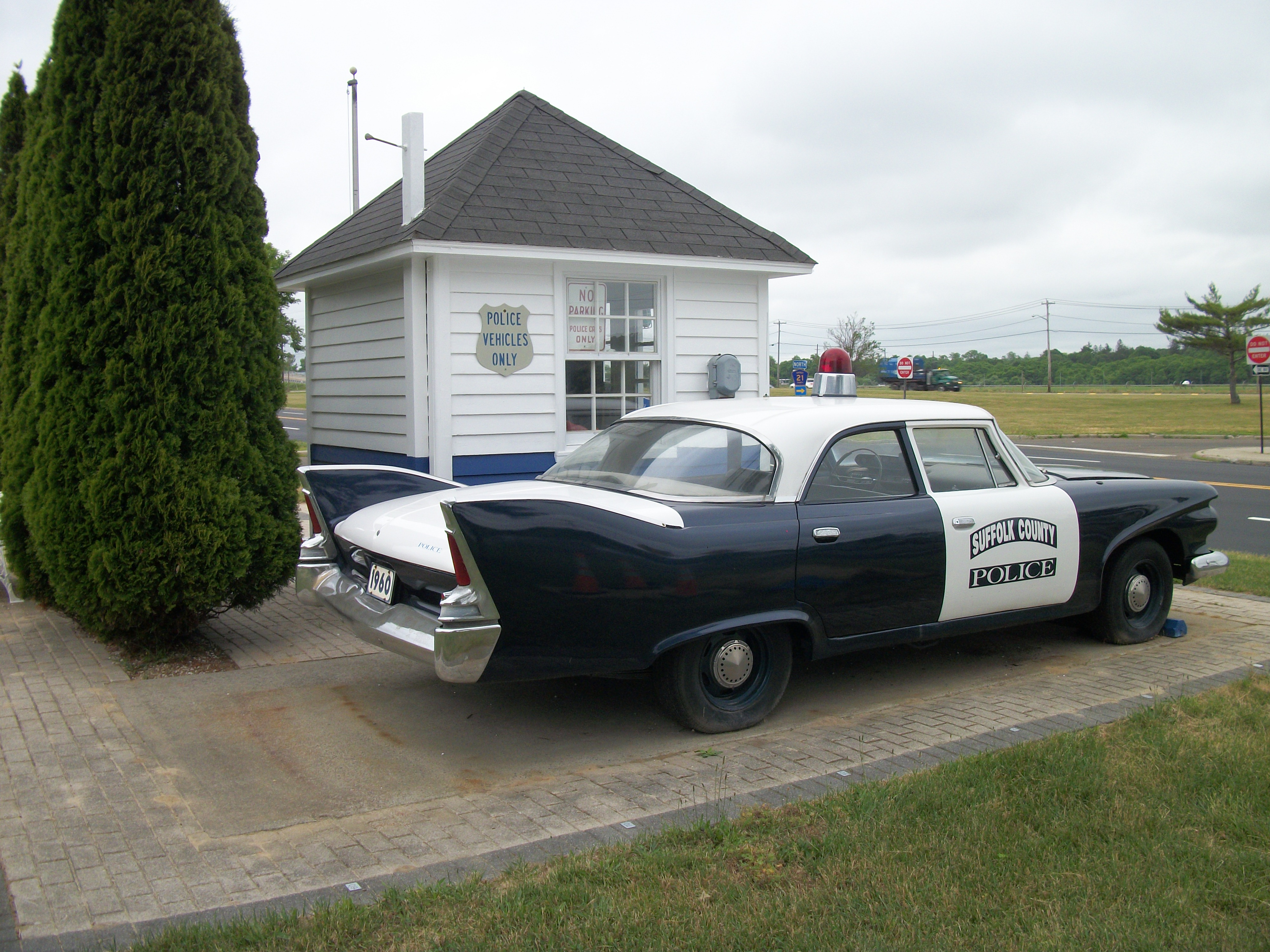 Side view of the original version of the 1960 72 scpd color scheme