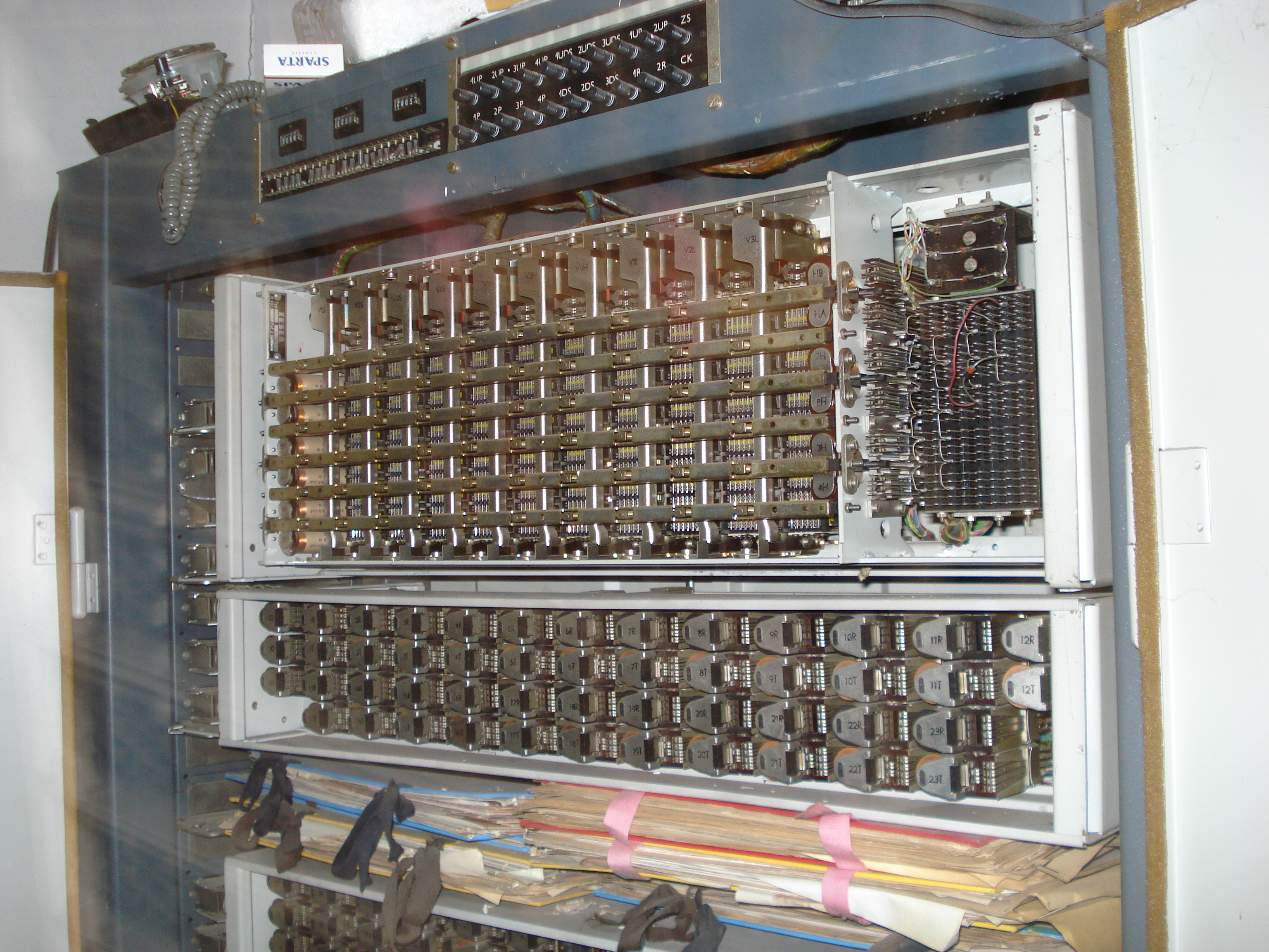 Description 1970's Czechoslovka TESLA automatic telephone exchange.jpg