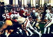 Jim Kiick (center right) rushing the ball for Miami in Super Bowl VII.