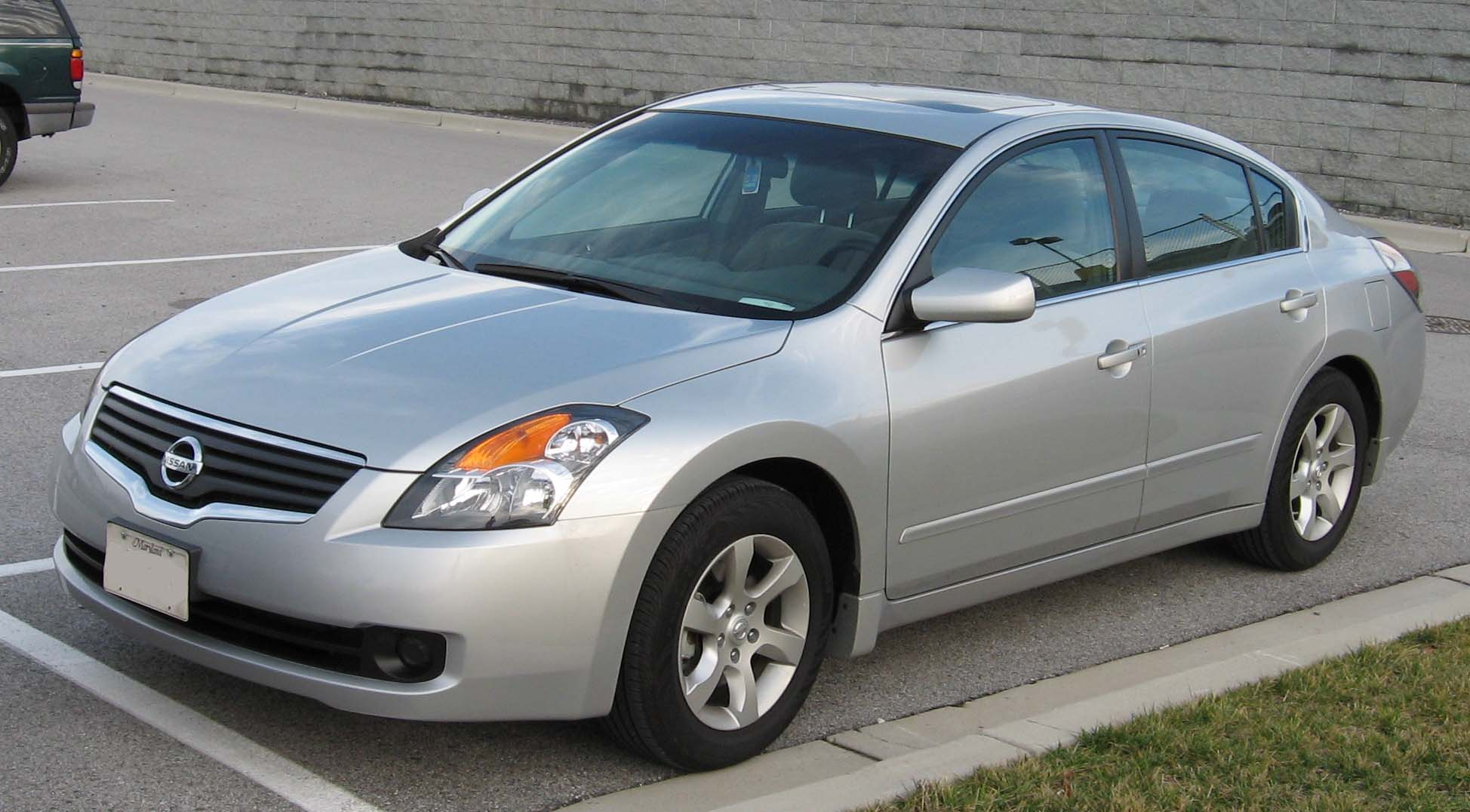 File:2007-Nissan-Altima-2.5S-1.jpg - Wikimedia Commons