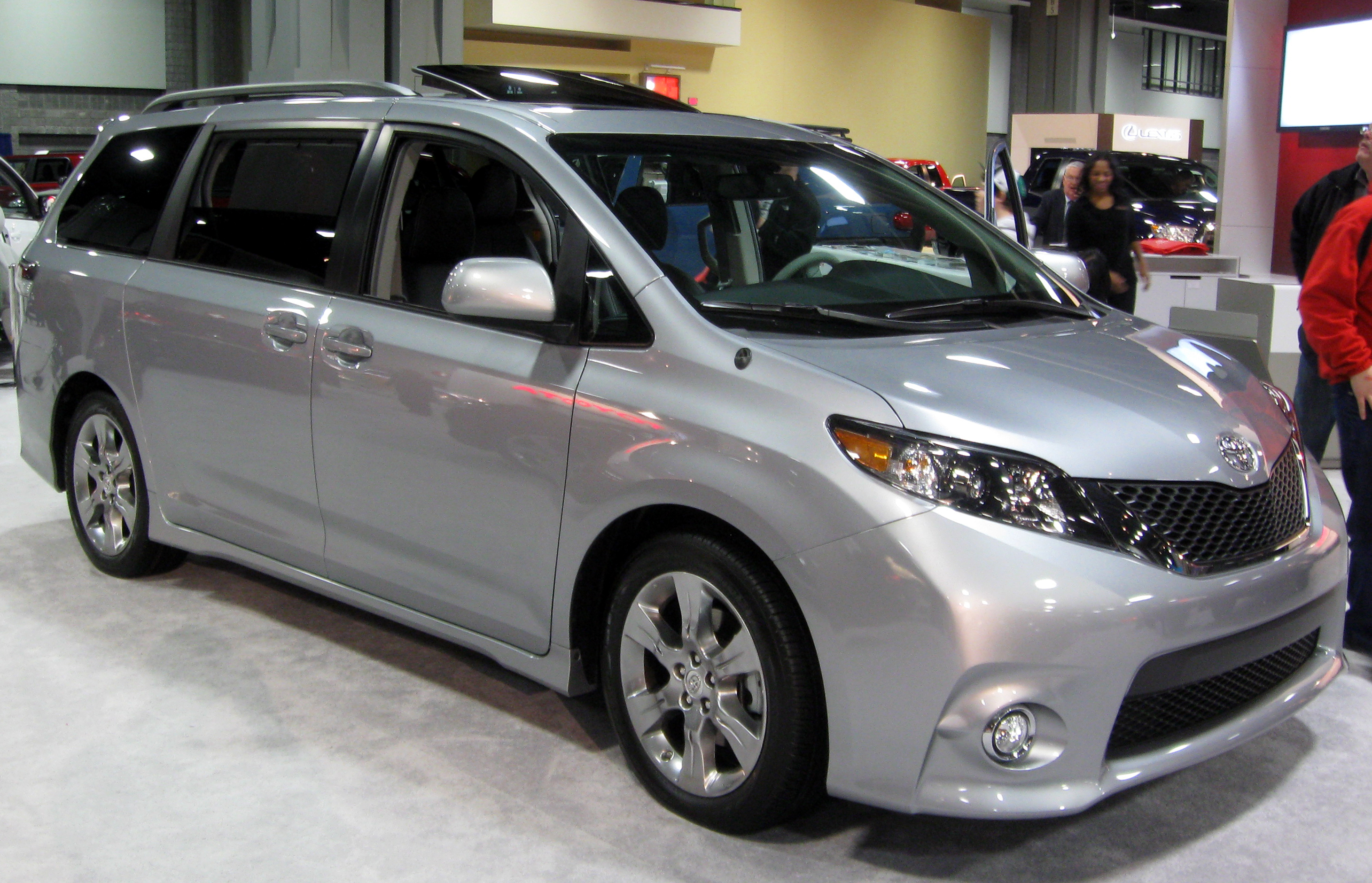 Description 2012 Toyota Sienna SE -- 2012 DC.JPG