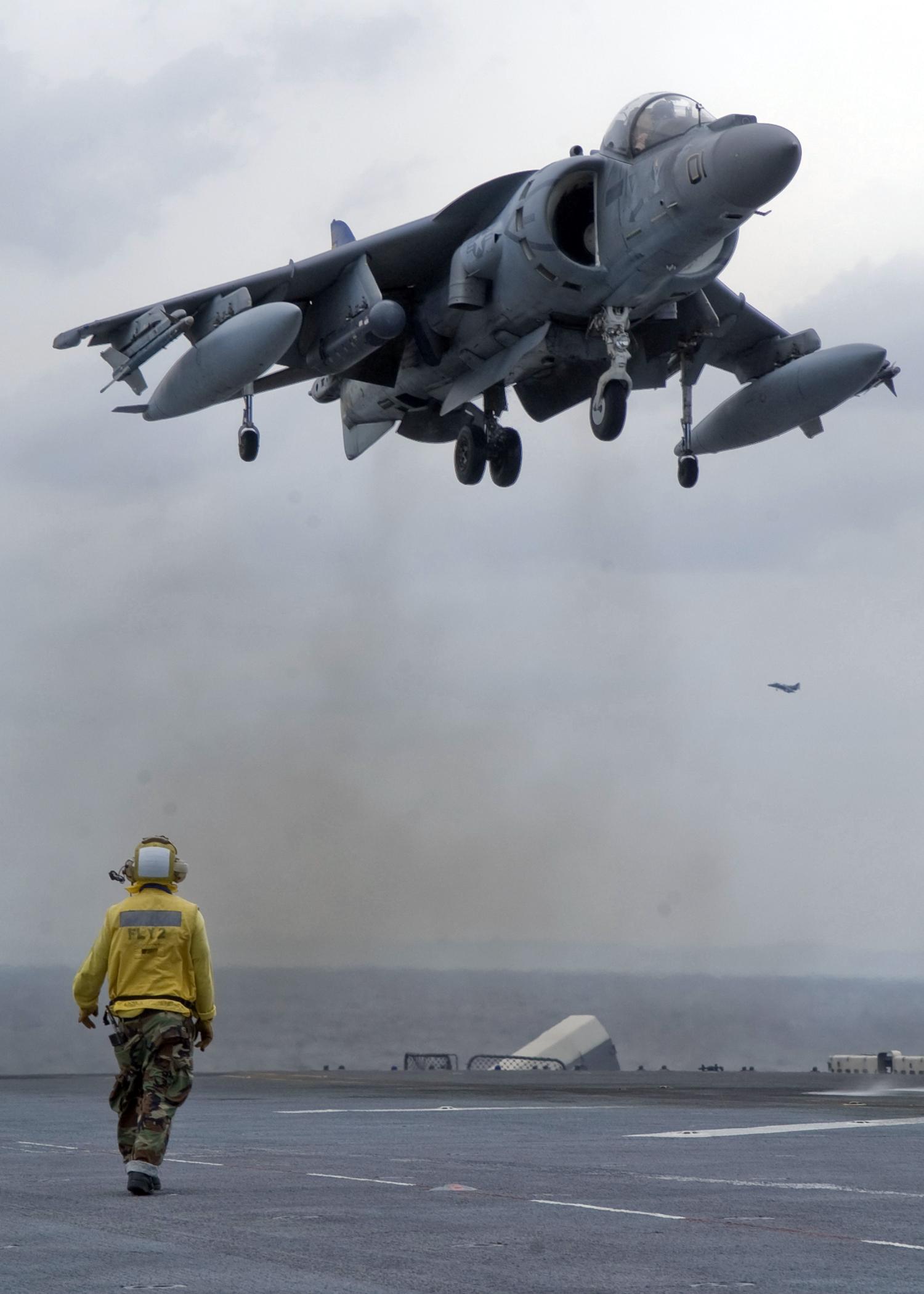 AV-8B_Harrier_II_landing_on_USS_Essex_ID_080429-N-5253W-002.jpg