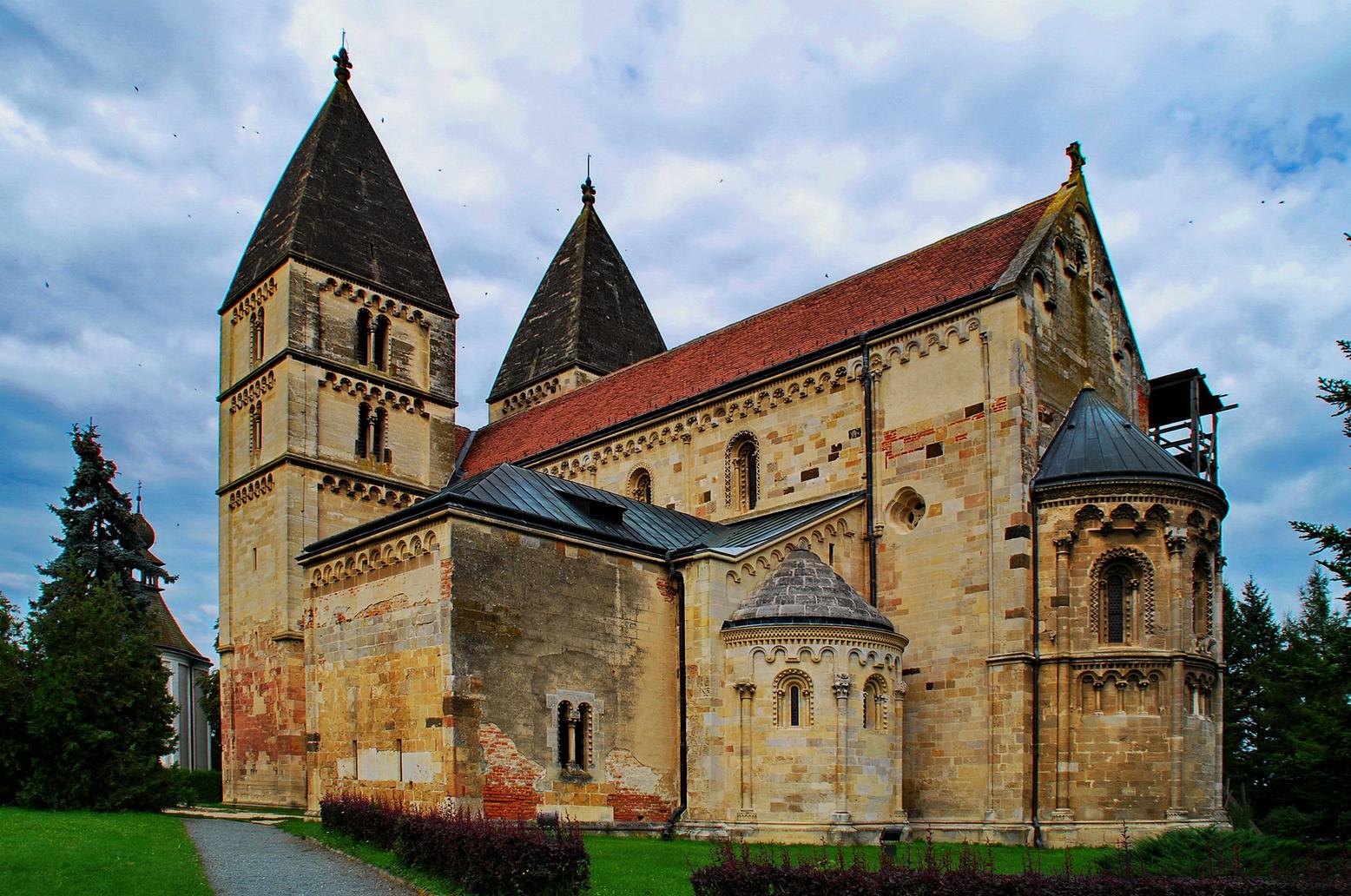 Romanische Kirche in Ják