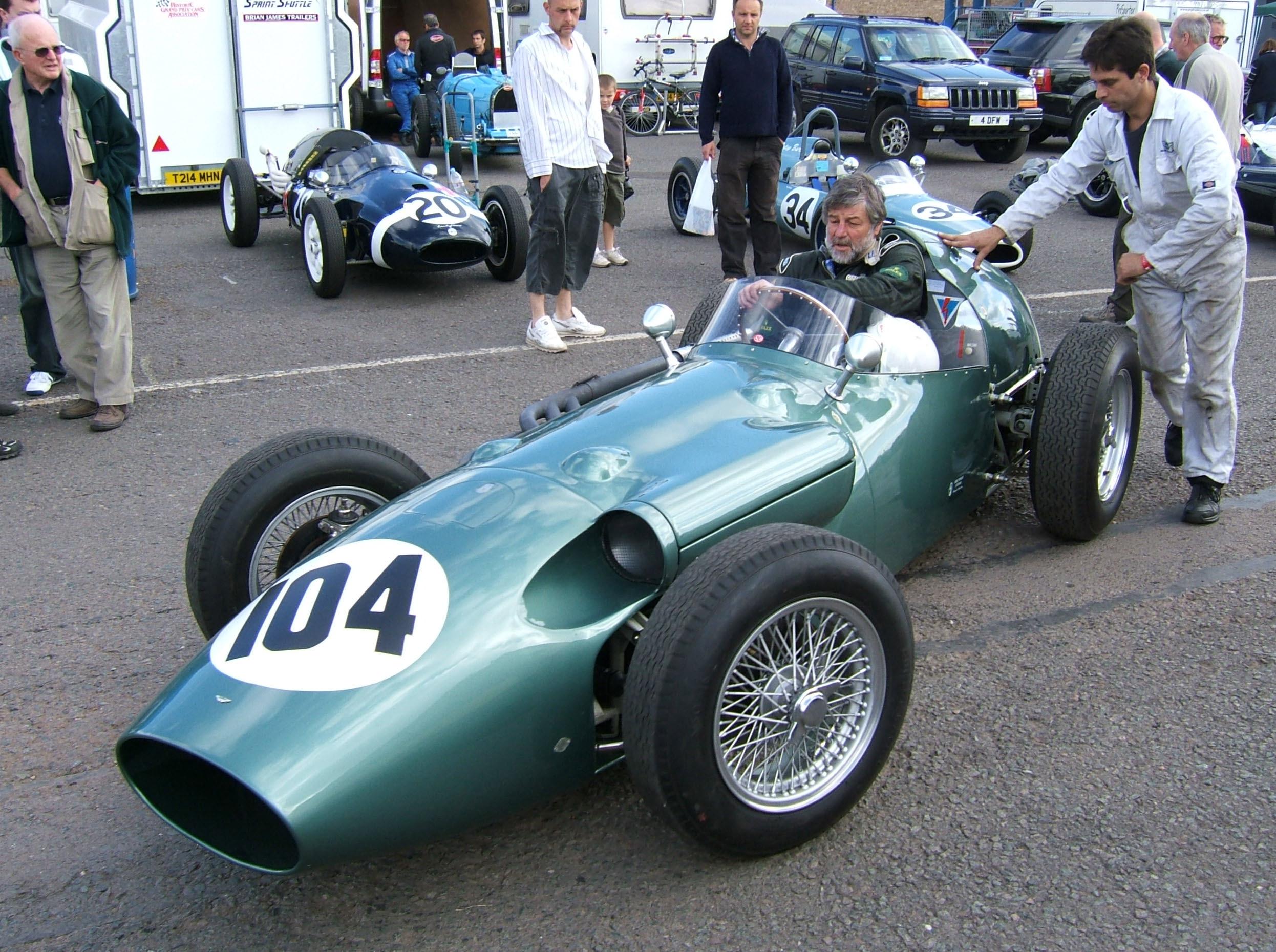 Aston_Martin_DBR4_Donington_paddock Amazing Bugatti Veyron Grand Sport Vitesse L'or Rouge Cars Trend