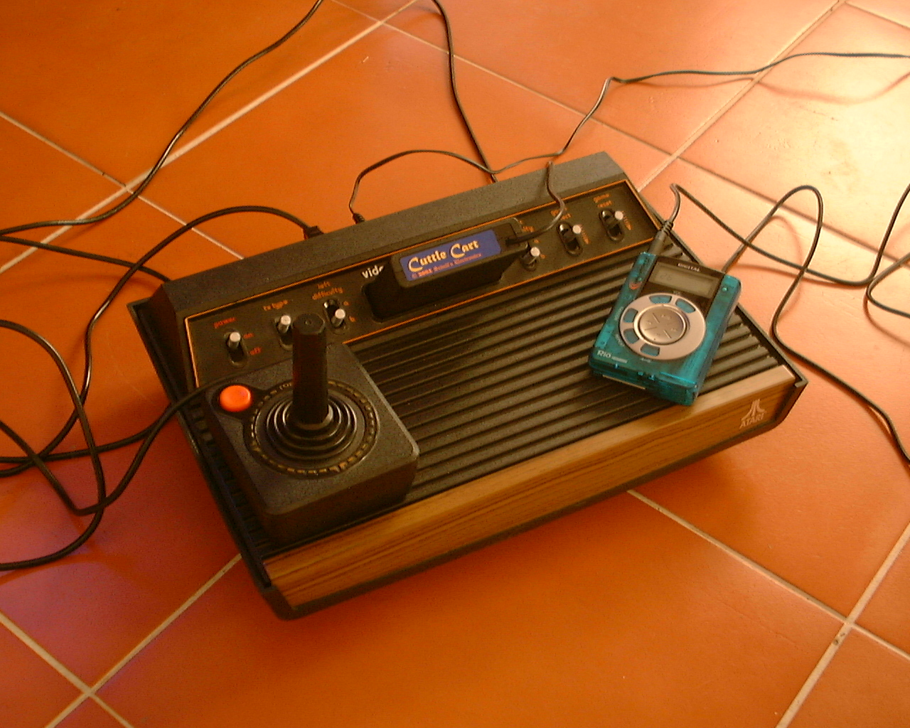File atari game wikimedia commons - Original atari game console ...