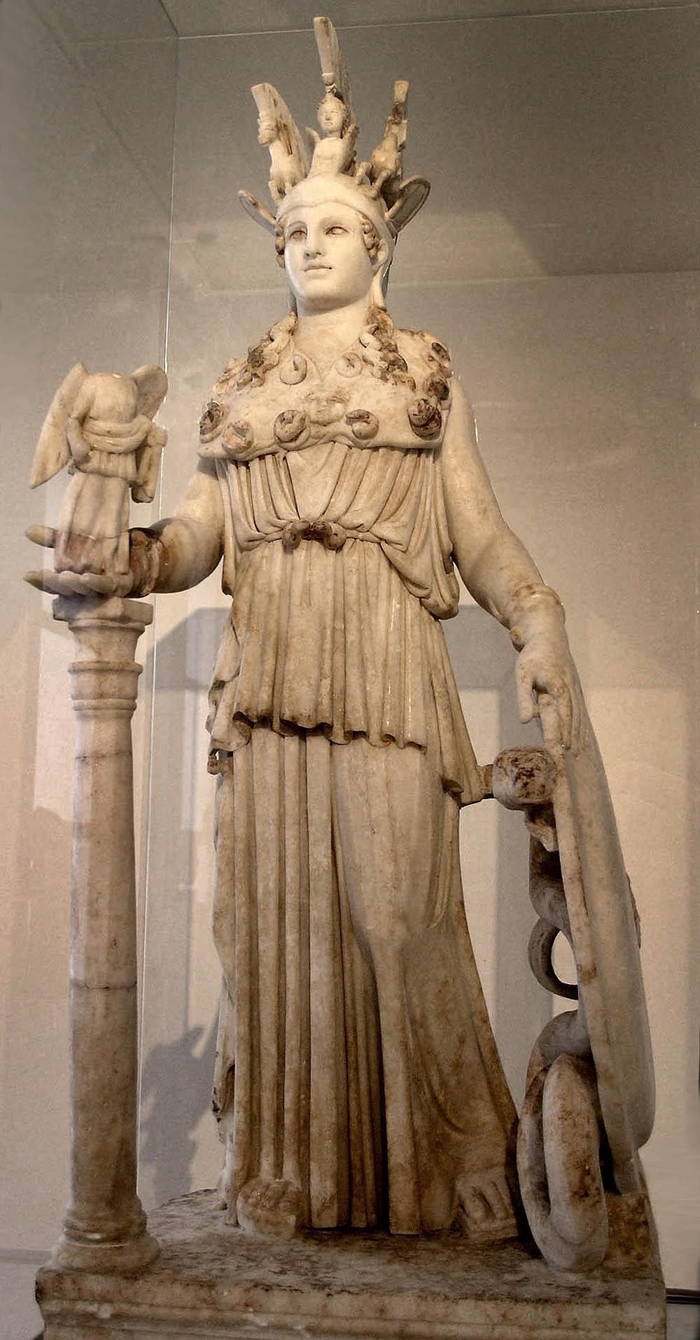 Atena, patrona diino de Ateno; (romepoka statuo de Atena Partena, Nacia Arkeologia Muzeo)