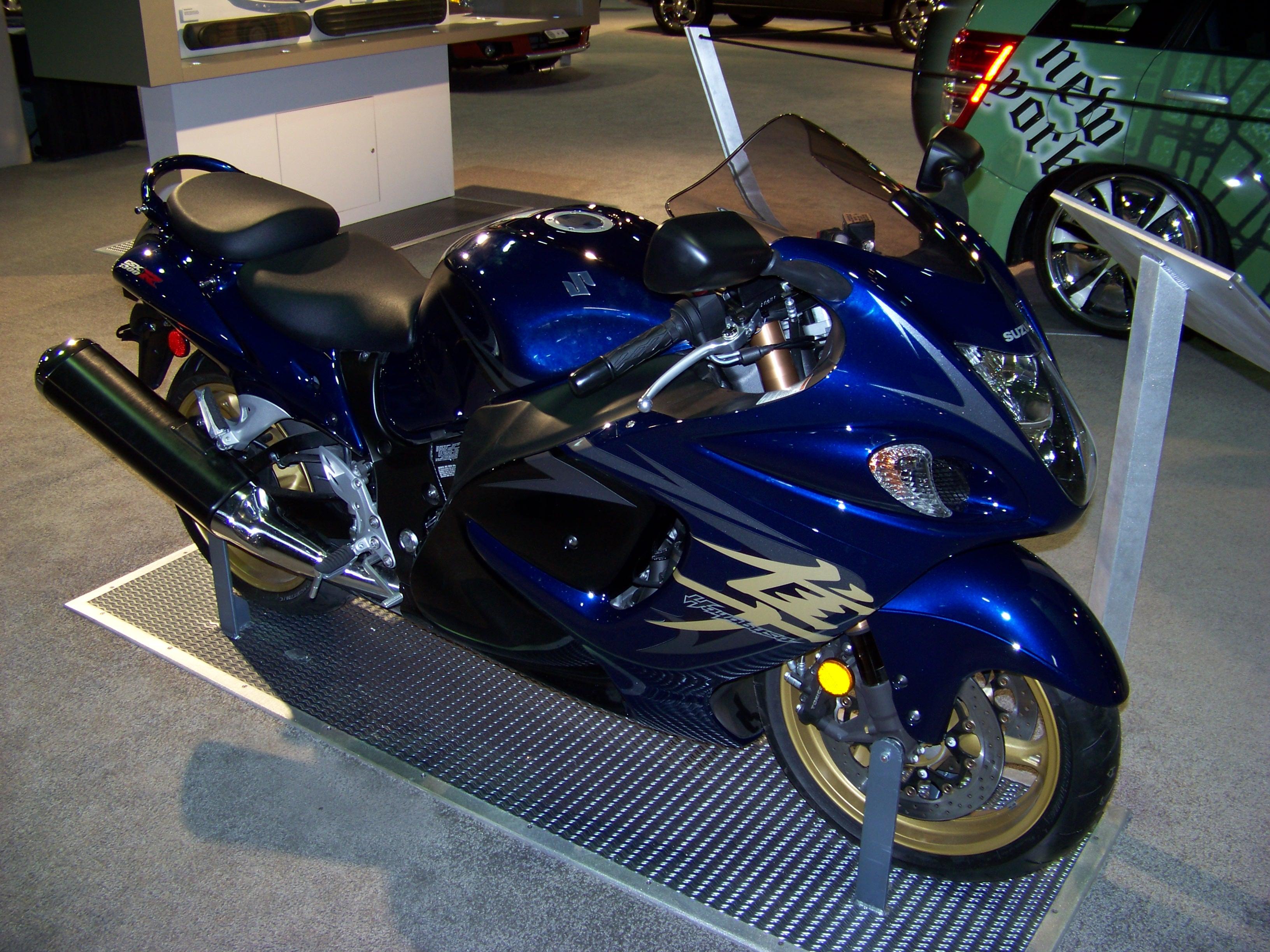 Suzuki Hayabusa Vs Yamaha R