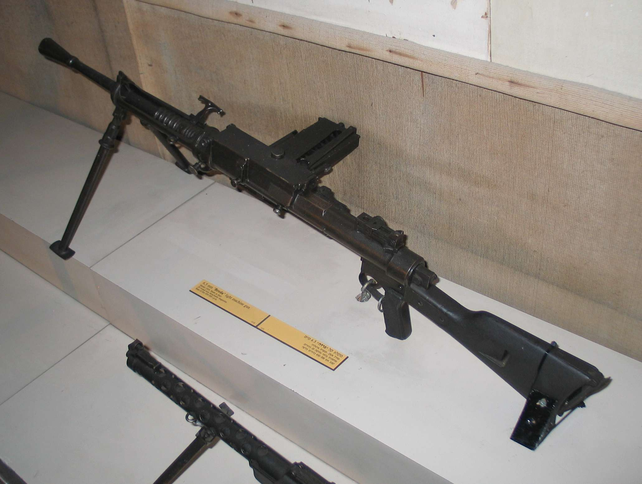 File:Breda-M1924-light-machine-gun-batey-haosef-1 jpg - Wikimedia