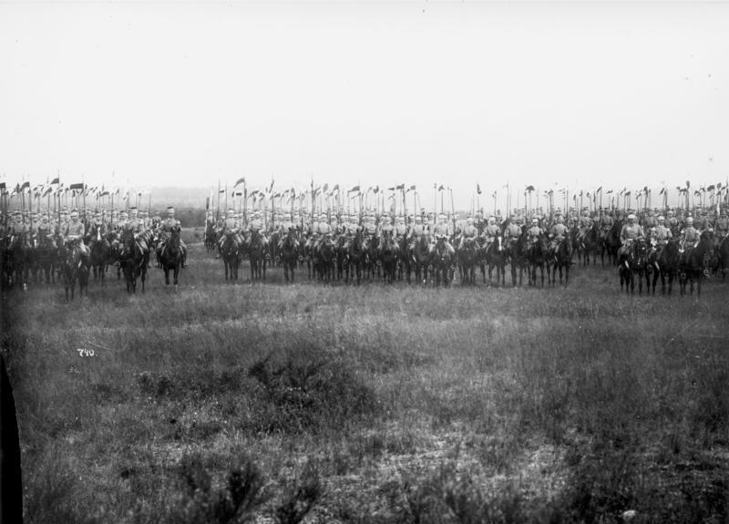 File:Bundesarchiv Bild 136-C0176, Garde-Ulanen in Döberitz.jpg