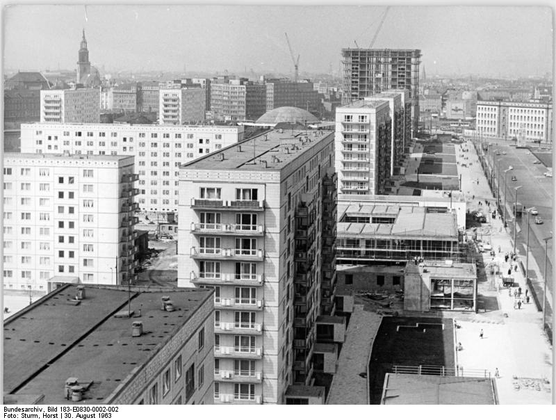 file bundesarchiv bild 183 e0830 0002 002 berlin karl marx allee neubauten. Black Bedroom Furniture Sets. Home Design Ideas