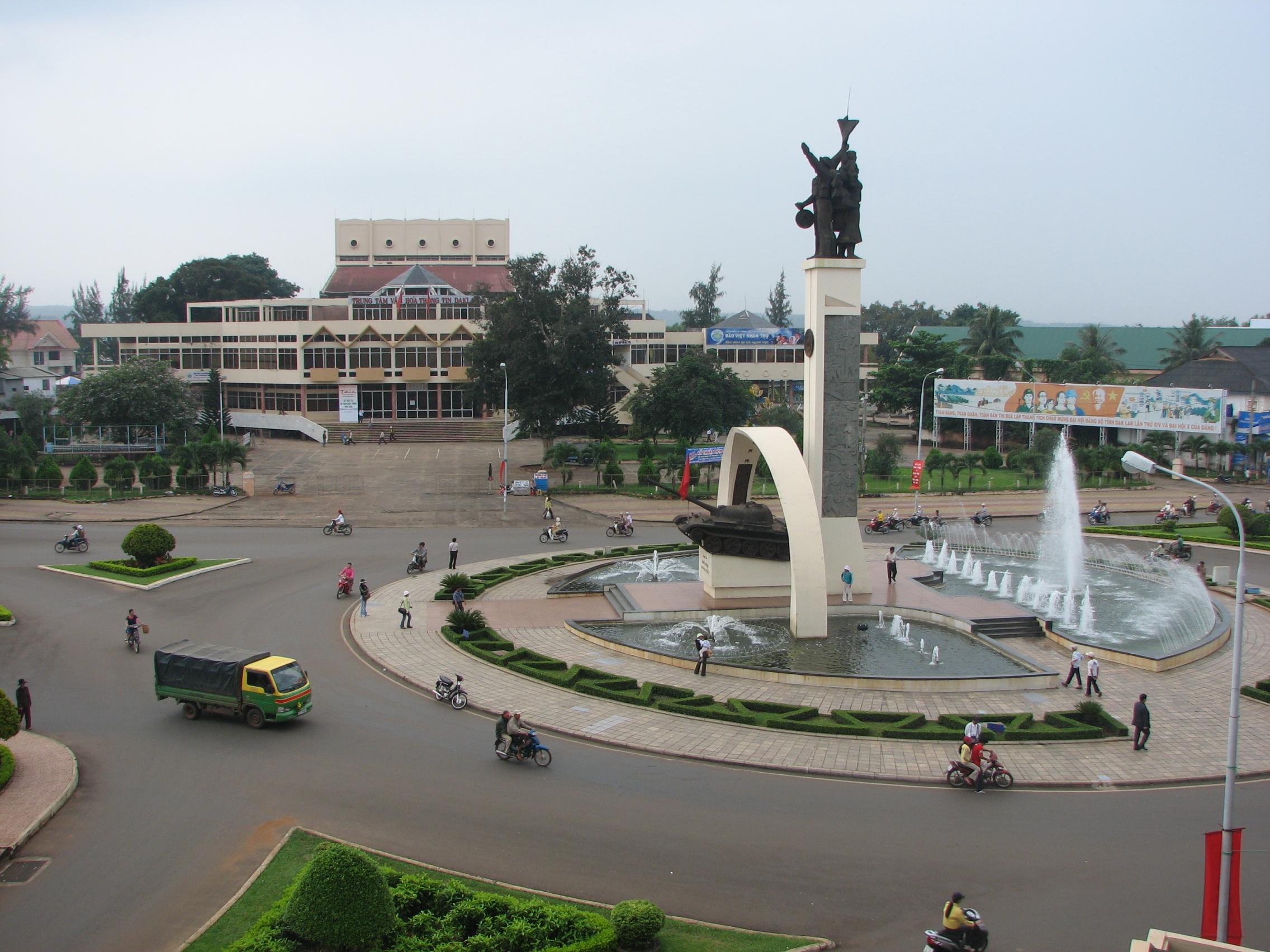 Giá vé máy bay cho đoàn của hãng Vietnam Airlines từ Vinh tới Buôn Mê Thuột