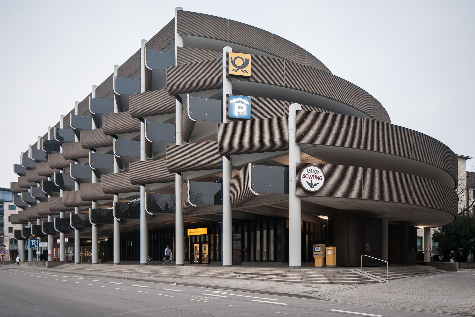 File car park brutalist architecture hanover for Coupe architecture