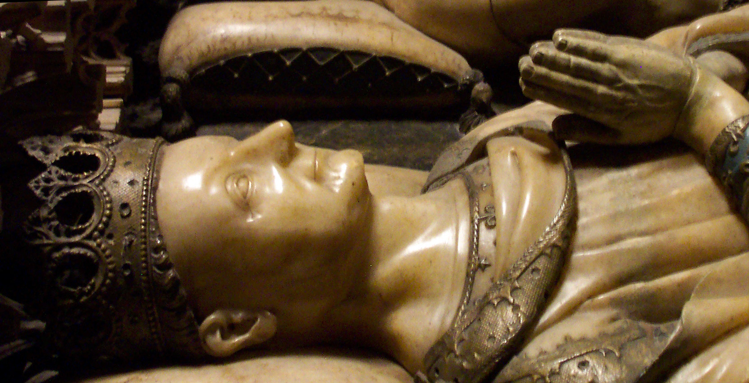 Wikipedia--Detalle de su escultura yacente en el sepulcro de la Catedral de Pamplona (Janin Lomme de Tournai, 1416).