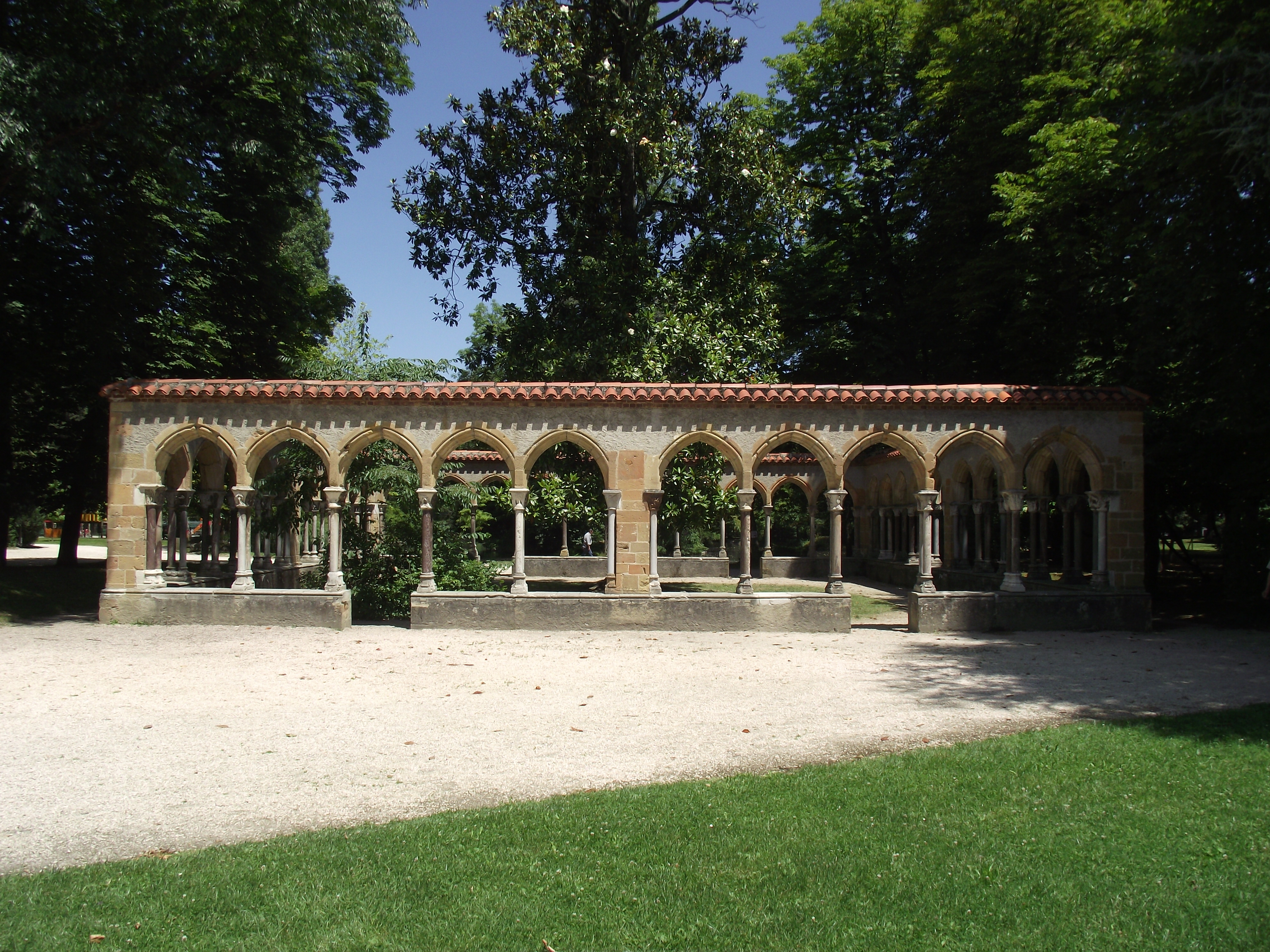 File cloister of saint sever de rustan abbey tarbes for Entretien jardin tarbes
