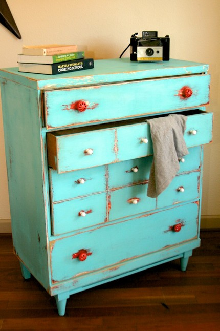 File:Distressed finish vintage dresser.jpg - Wikipedia ...