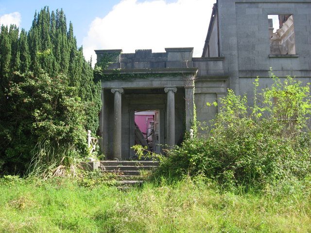 File:Doorway of Pilltown House - geograph.org.uk - 706834.jpg