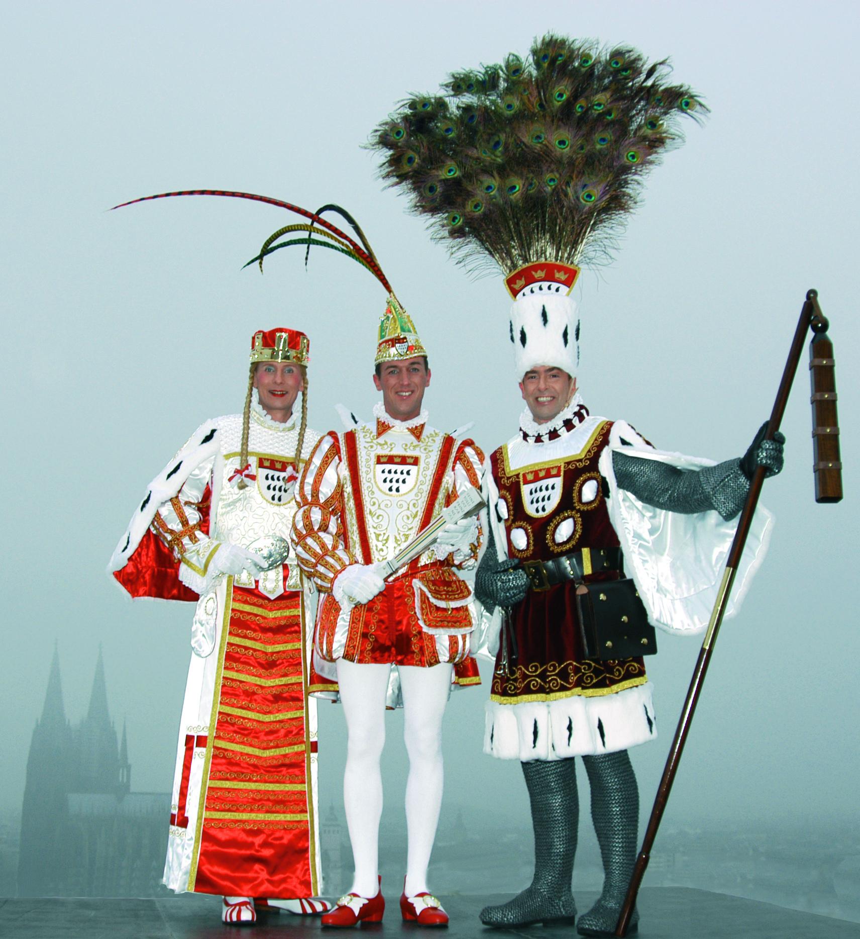 Das Kölner Dreigestirn 2005 (v.l. Jungfrau, Prinz, Bauer)