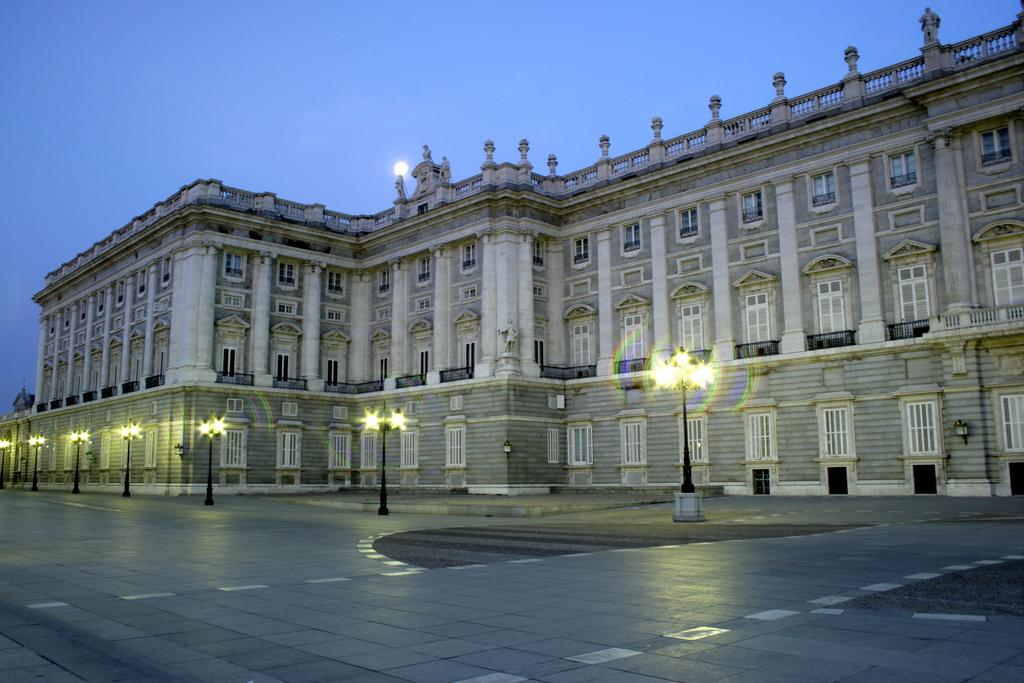 file fachada del palacio real plaza de oriente