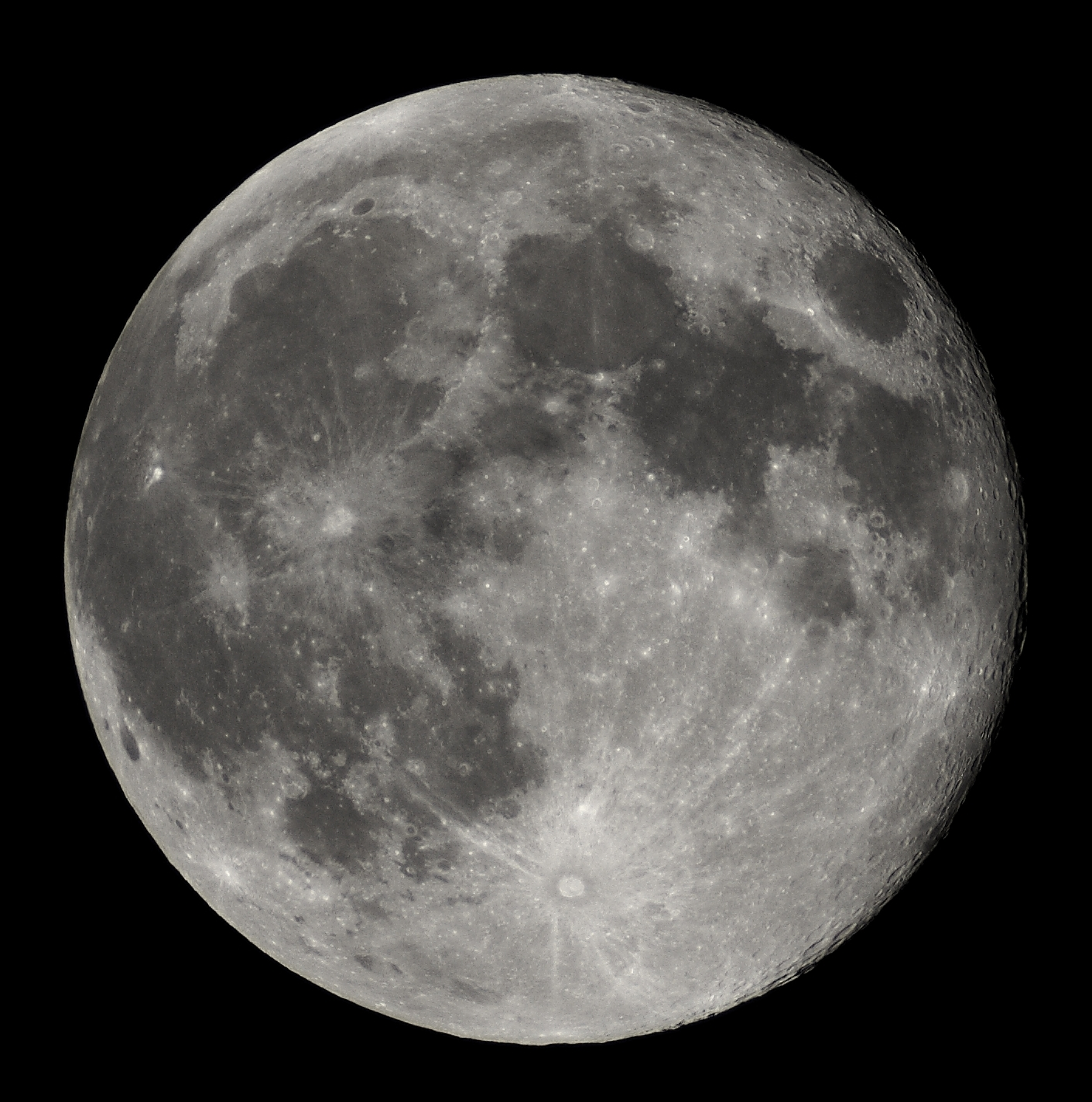 Full Moon view from earth In Belgium (Hamois).