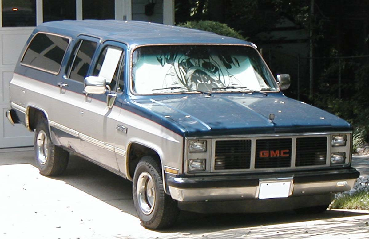 1980s and early 90s Chevy/GMC Suburban tribute. (2010 ...