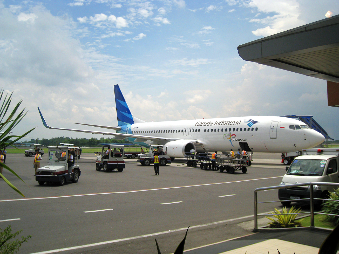https://upload.wikimedia.org/wikipedia/commons/d/dd/Garuda_Indonesia_New_Livery.jpg