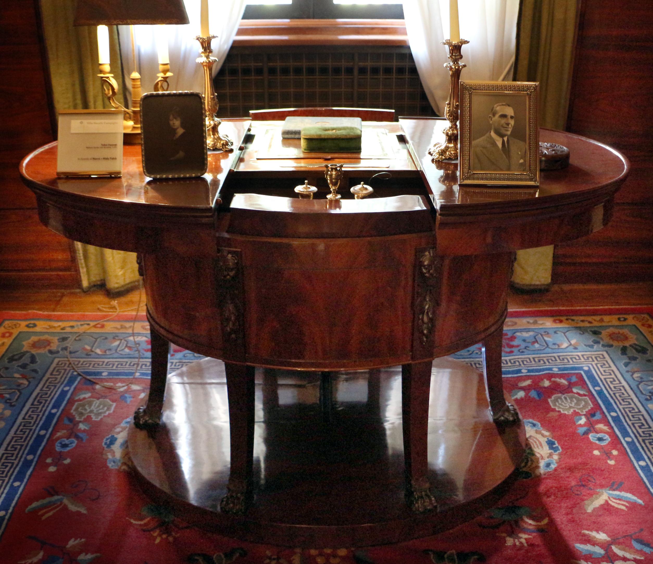File giovanni socci scrivania da campo in stile impero for Stile impero arredamento