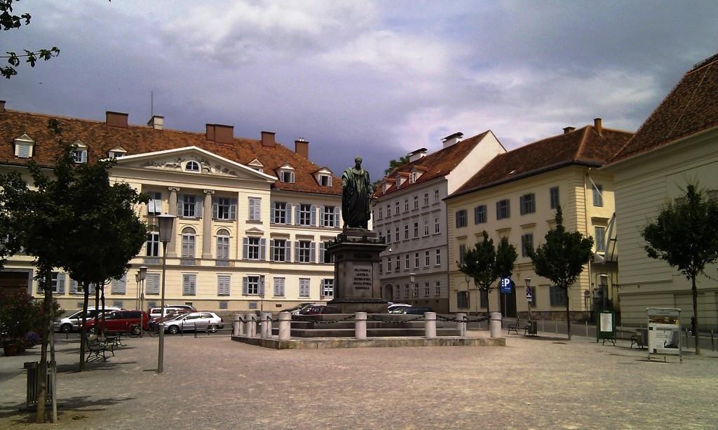 Freiheitsplatz mit Persönlichkeitsdenkmal Kaiser Franz I.