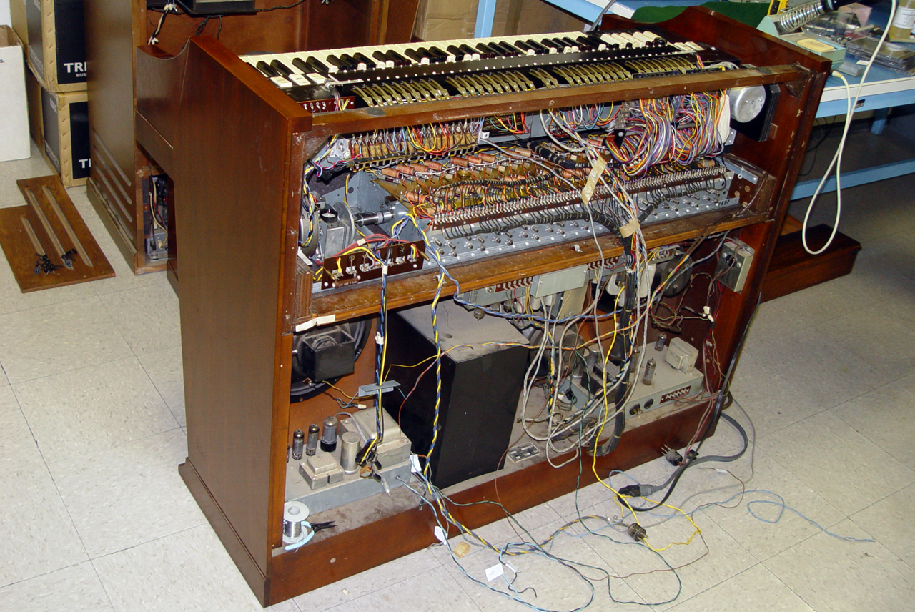 File Hammond A 100 inside 1