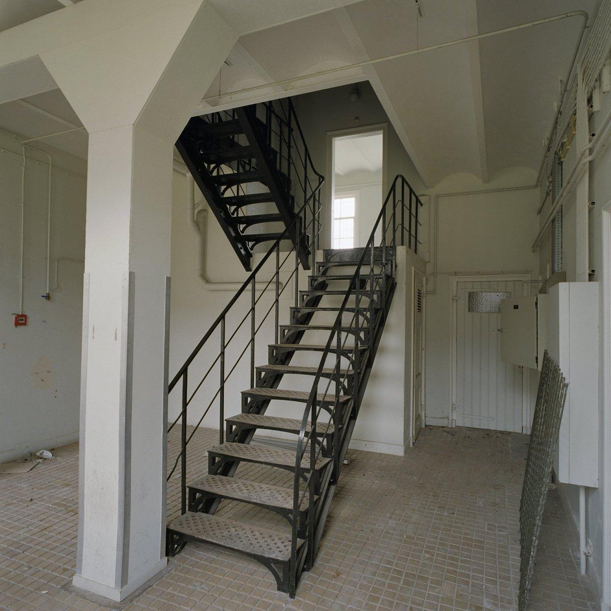 File interieur overzicht van trappenhuis veenhuizen 20383576 wikimedia commons - Decoratie van trappenhuis ...