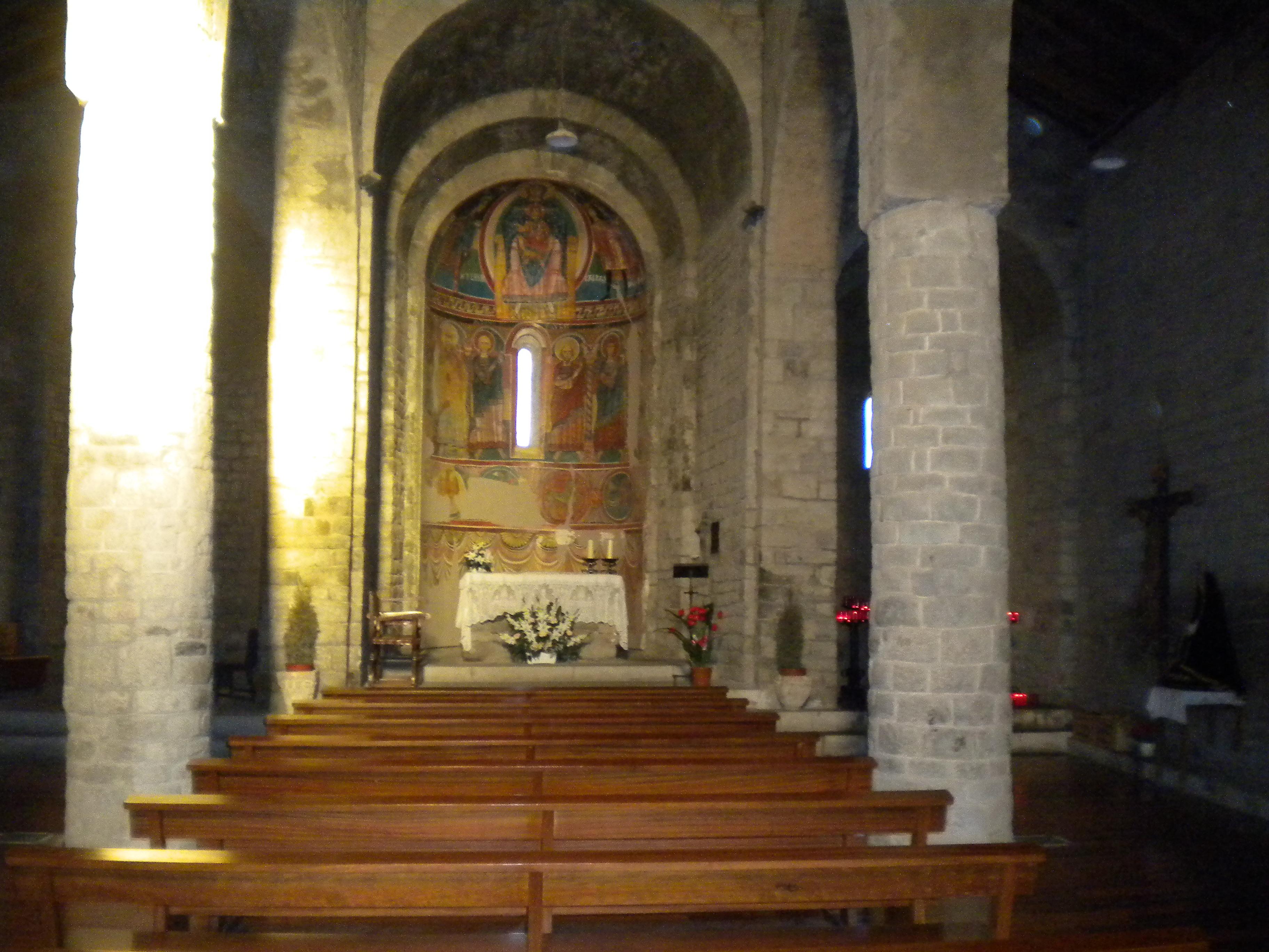 File:Interior de Santa Maria de Taüll.jpg - Wikimedia Commons