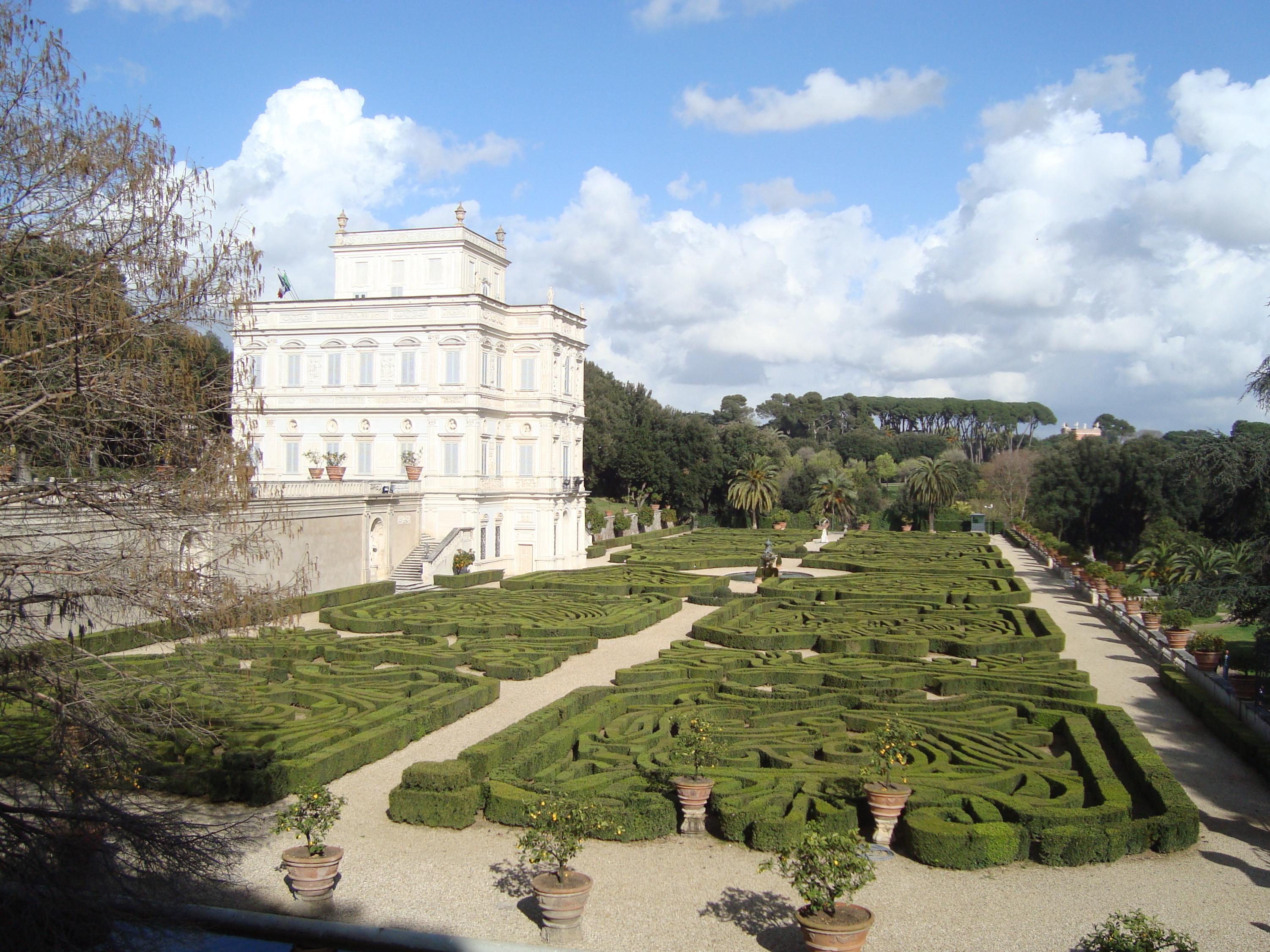 File jardin secret de la villa pamphilj jpg wikimedia for Jardin de la villa