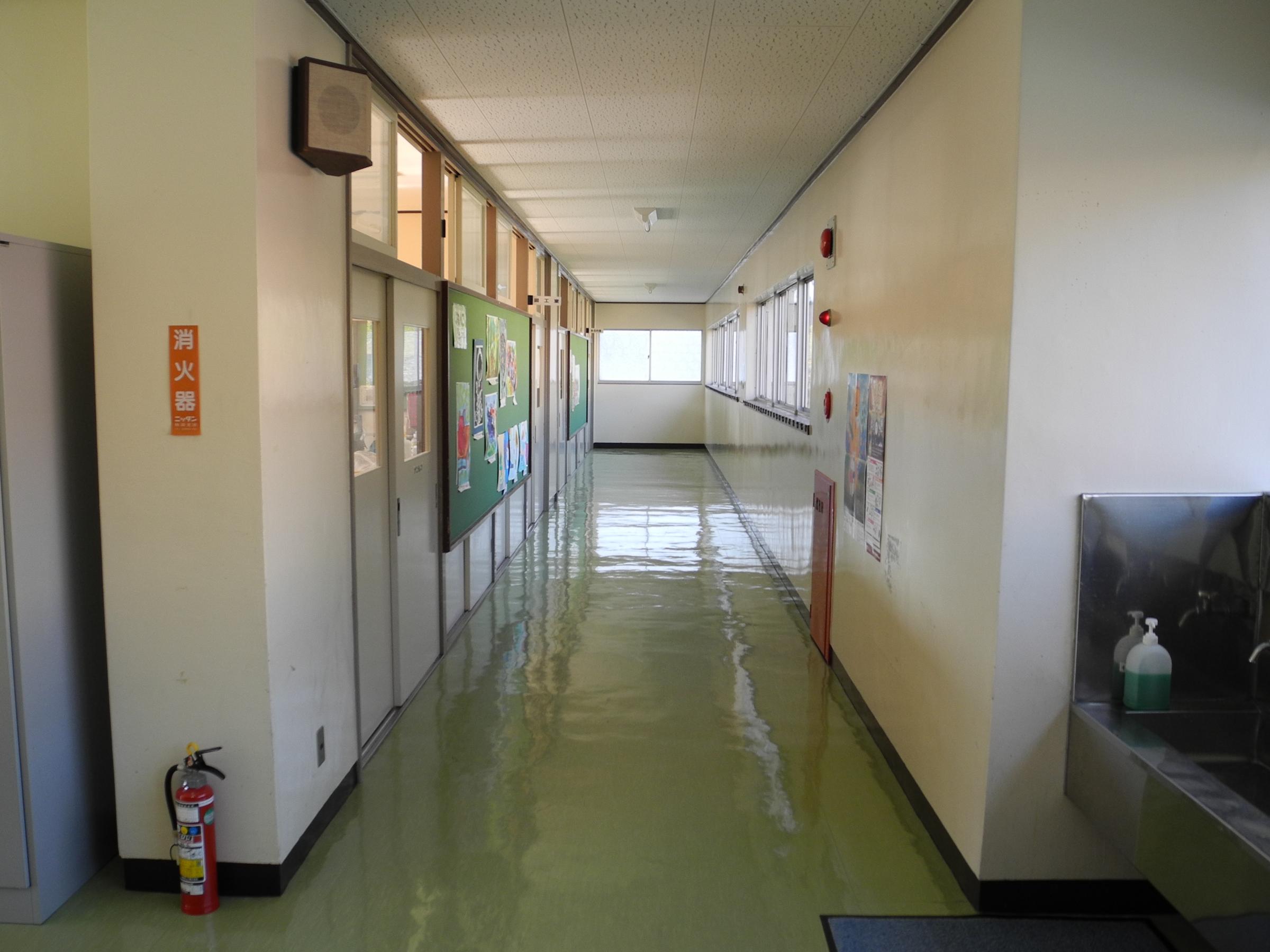 File:Jinego Elementary School 2F hallway 1.jpg - Wikimedia ...