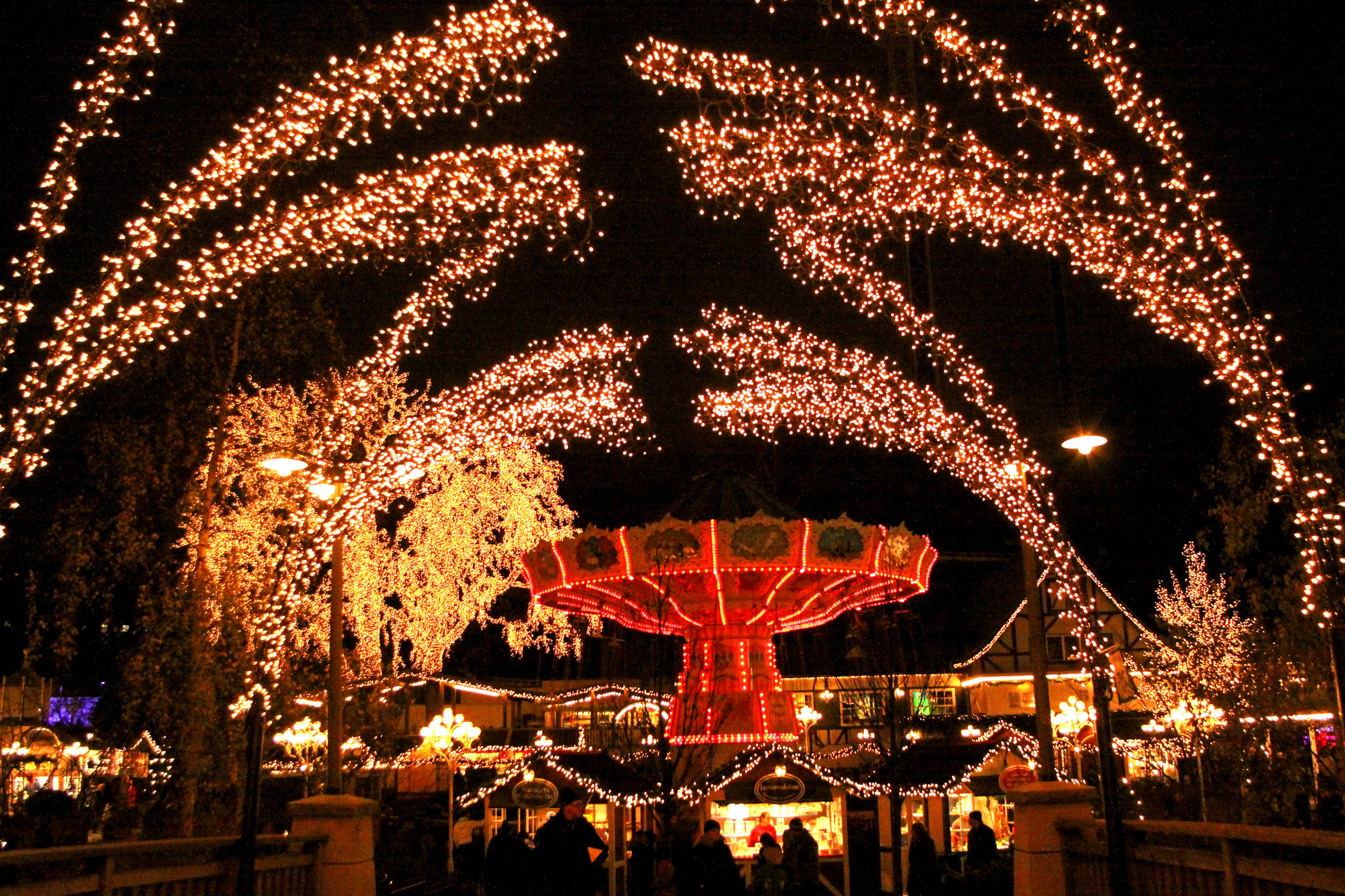 File:Jul på Liseberg, 2010-11-13.jpg - Wikimedia Commons