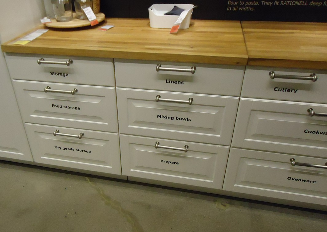 File kitchen cabinets at a store in nj wikimedia for Kitchen drawers and cupboards