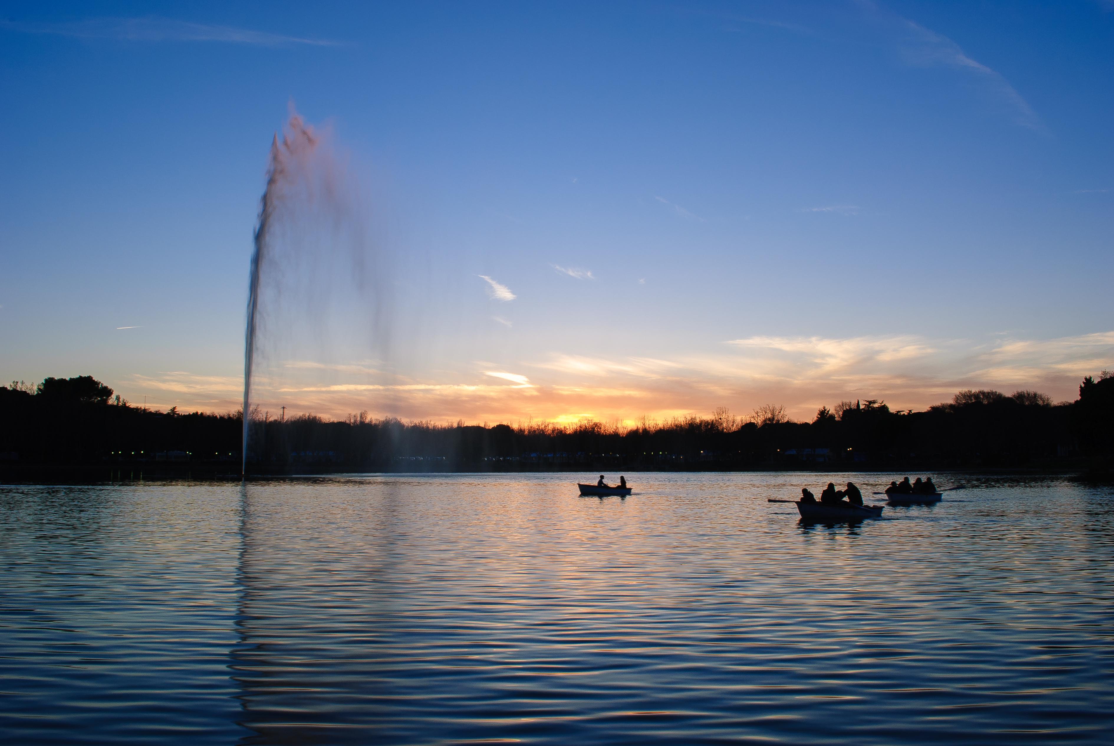 File:Lago de la Casa de Campo (12727876375).jpg - Wikimedia Commons