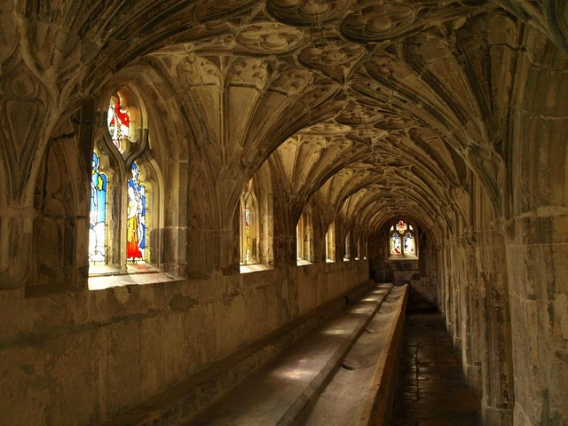 File:Lavatorium, Gloucester Cathedral Cloisters - geograph