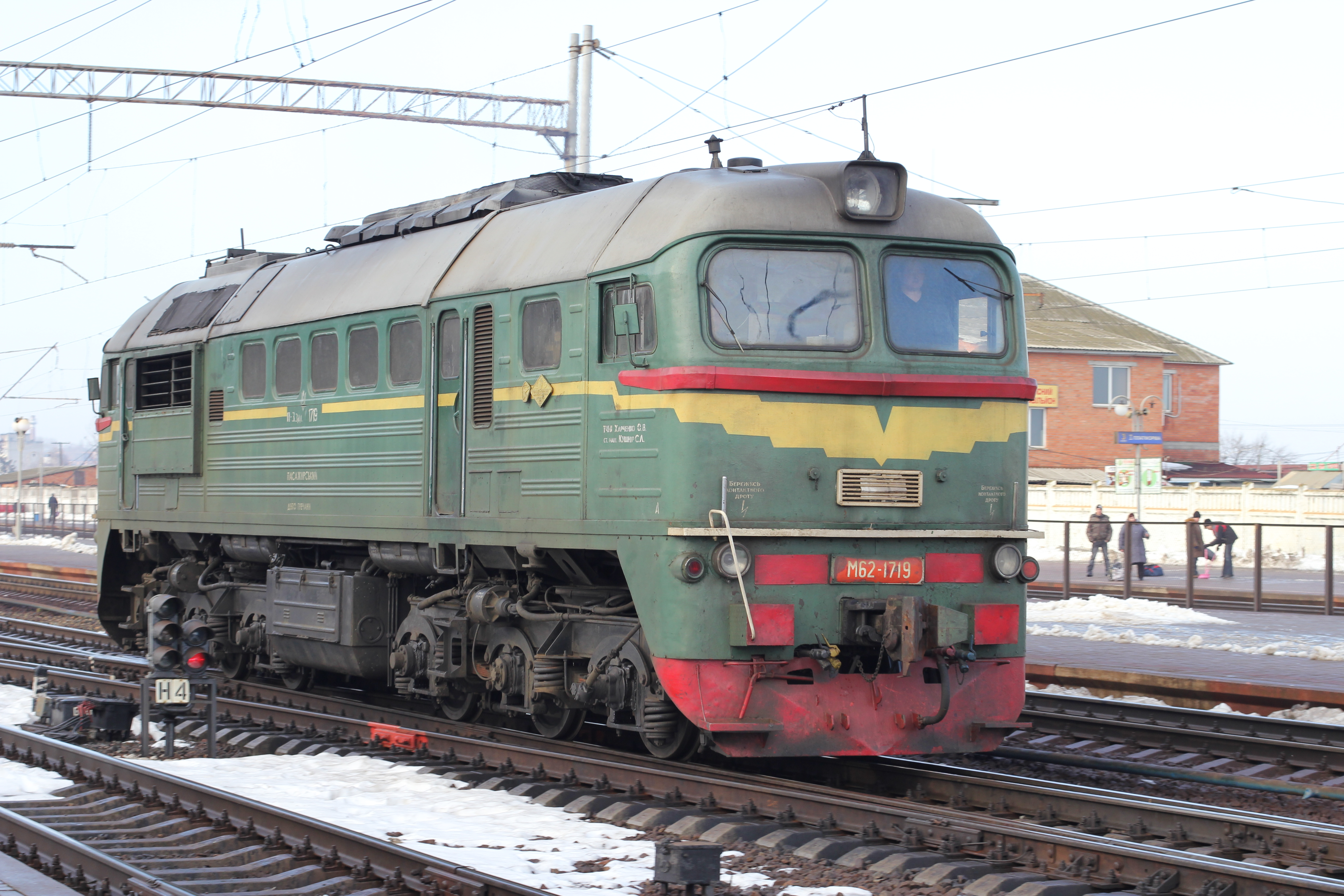 File:Locomotive M62-1719 2013 G1.jpg