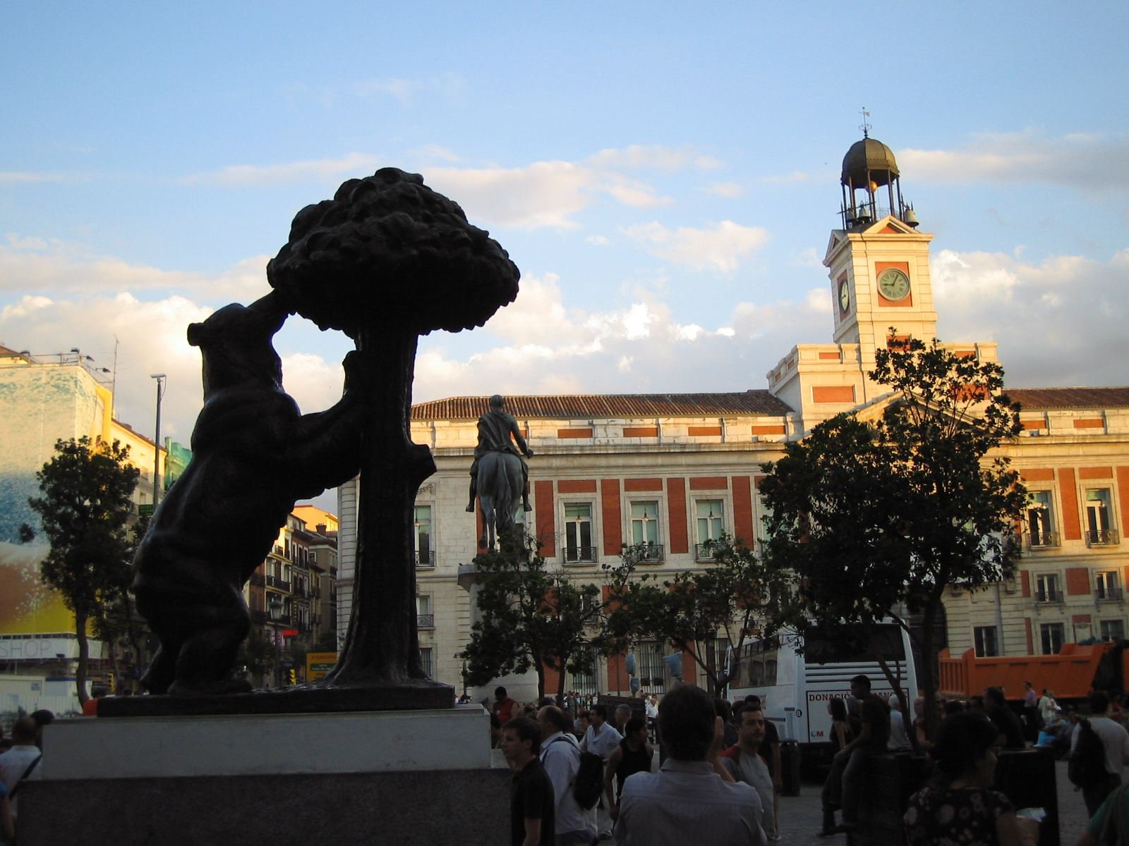 File madrid bear at puerta del wikimedia commons for Puerta del so
