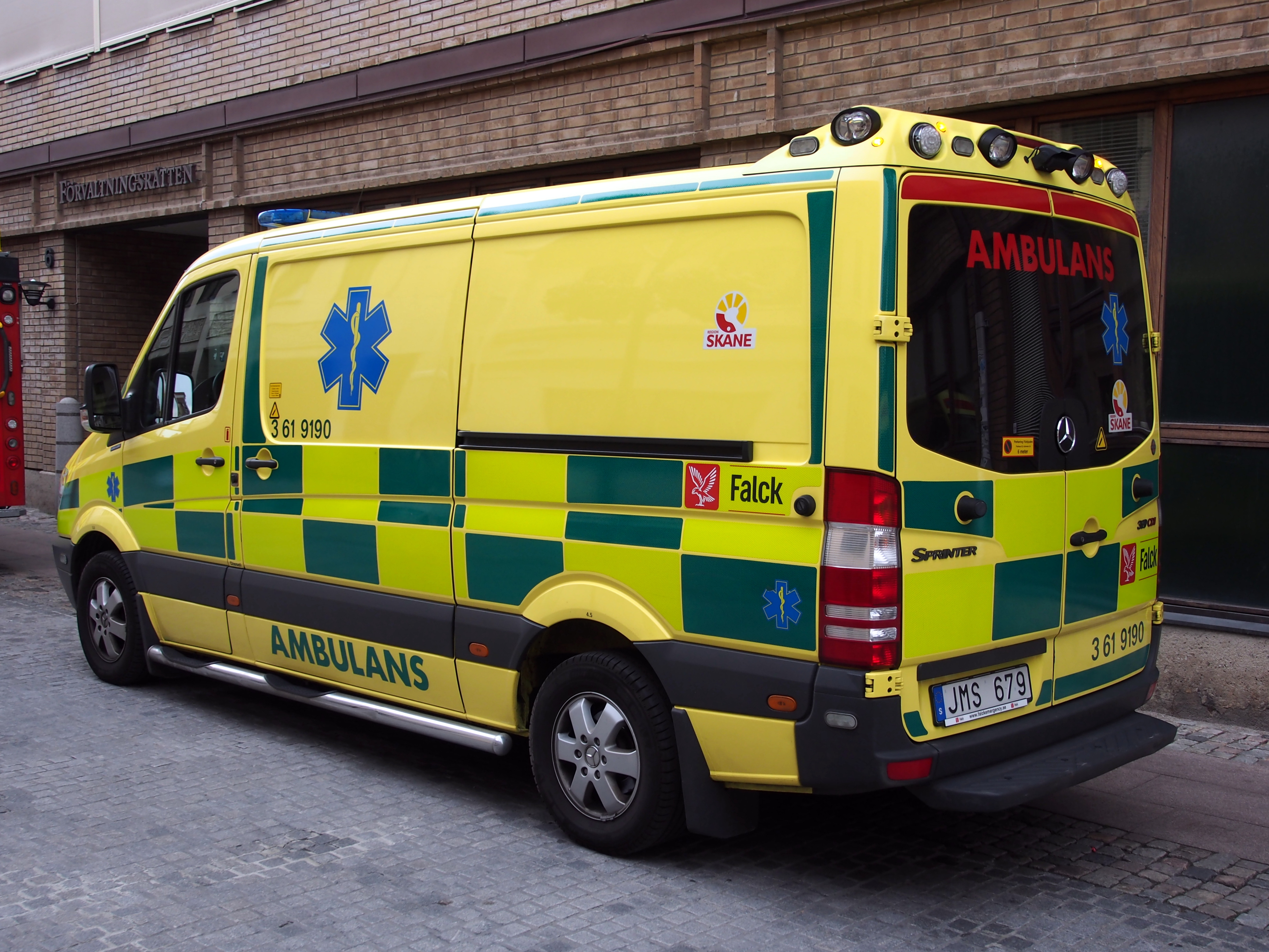 Mercedes Sprinter Wiki >> File:Mercedes Sprinter Ambulance in Malmo pic4.JPG - Wikimedia Commons