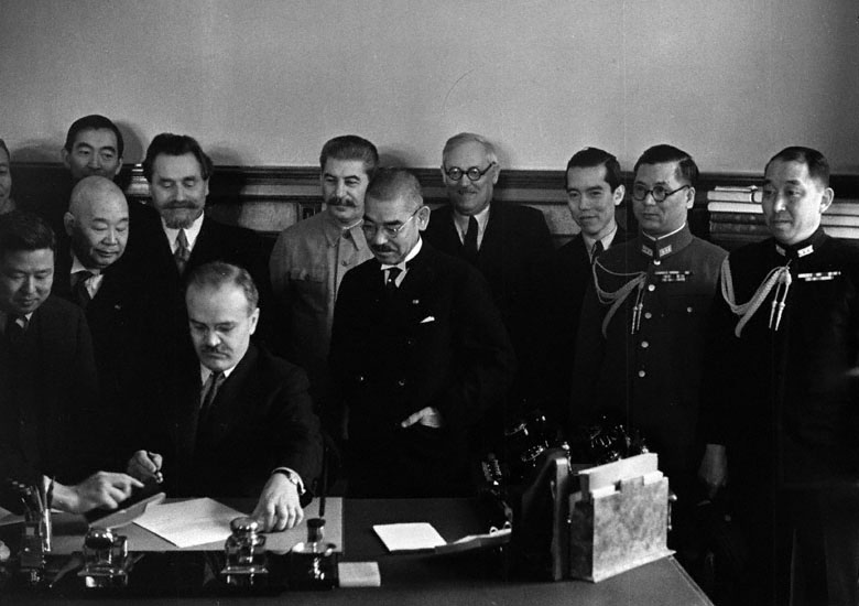 File:Molotov signs the Soviet–Japanese Neutrality Pact.jpg