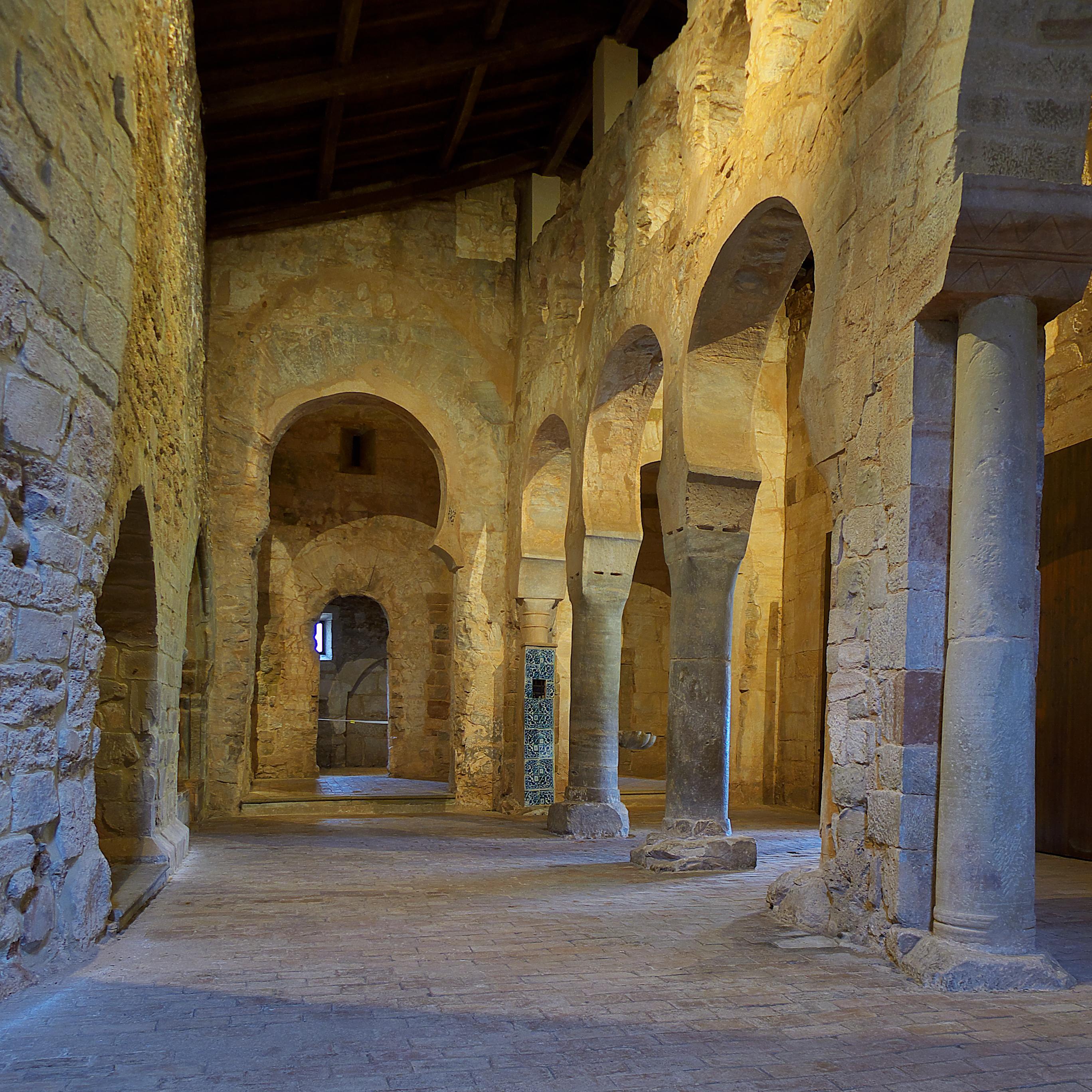 Archivo:Monasterio de San Millán de Suso. Iglesia.jpg - Wikipedia ...