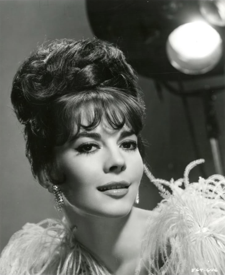 Police investigate Robert Wagner over his wifes death almost 4 decades ago.  Natalie_Wood_1964