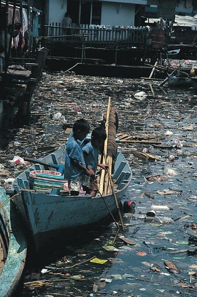 Narušená biologická a ekologická rovnováha vplyvom znečistenia vody