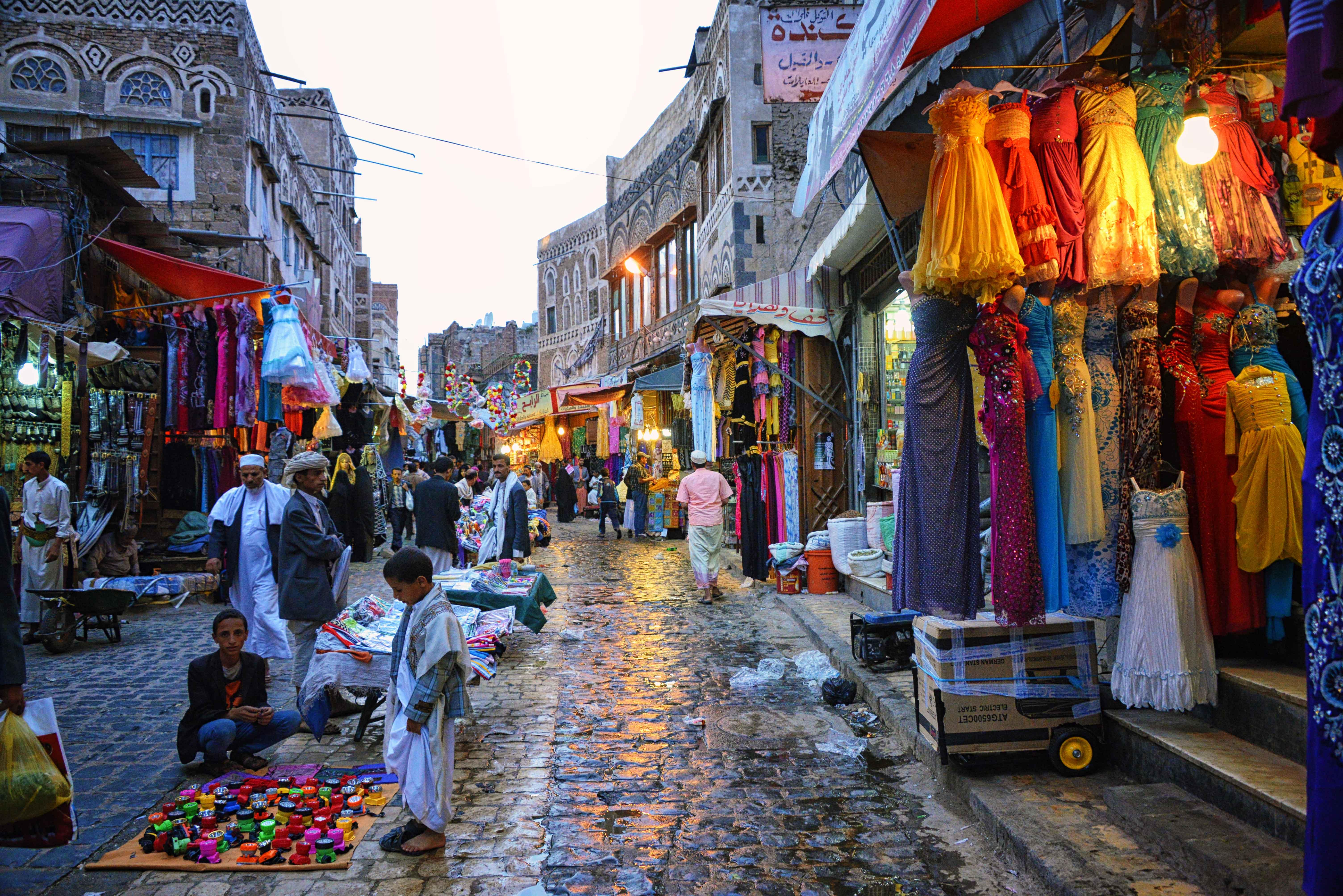 Old_City_Market%2C_Sanaa_%2810035332343%29.jpg