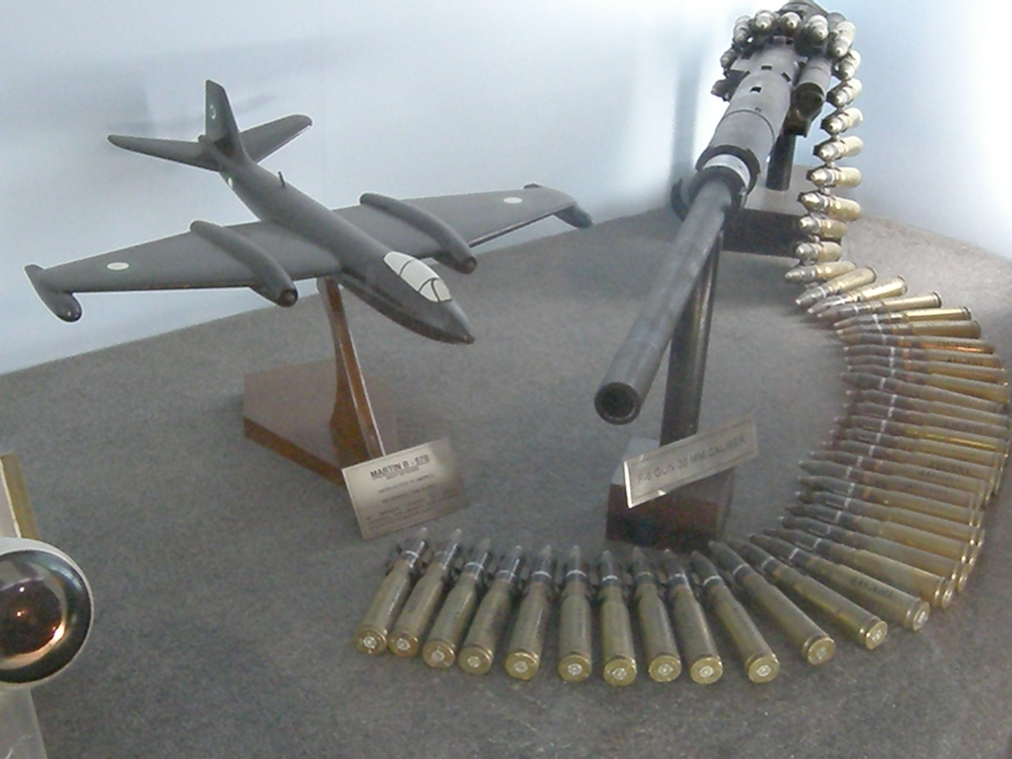 file pakistan air force museum 30 mm cannon of f 6 and model of martin b wikimedia commons. Black Bedroom Furniture Sets. Home Design Ideas