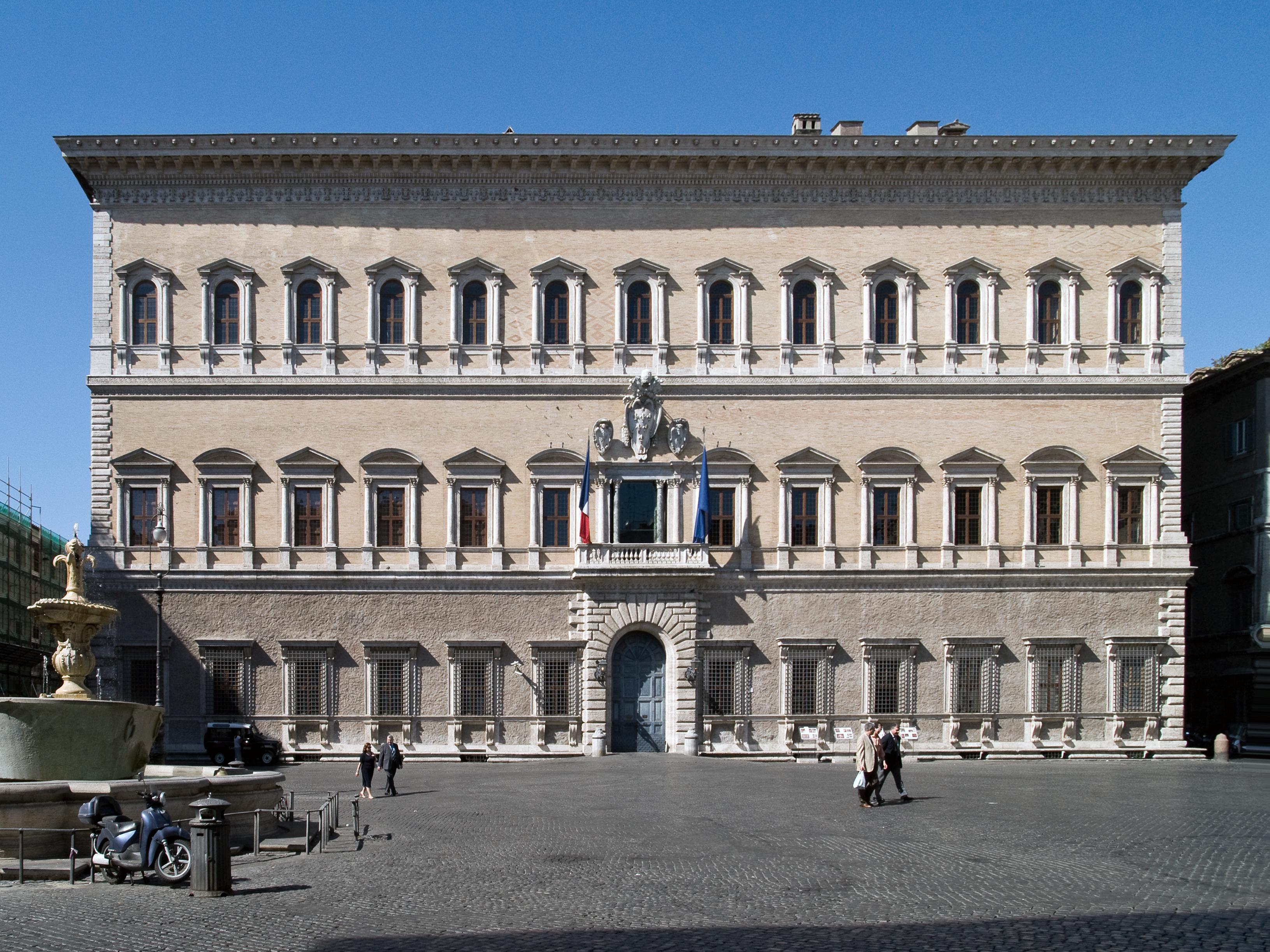 File Palazzo Farnese in Rome