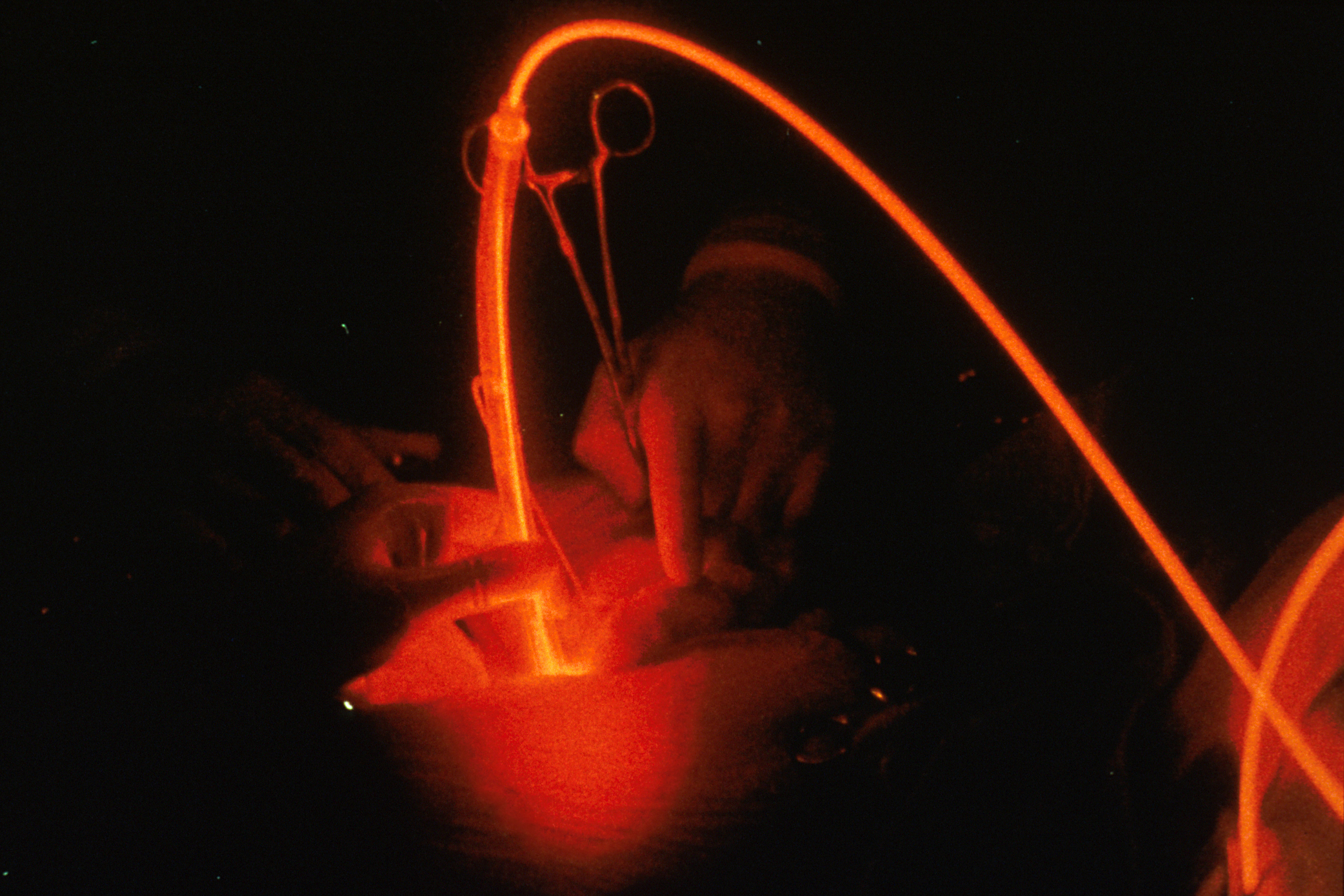 File:Photodynamic therapy (red).jpg - Wikimedia Commons