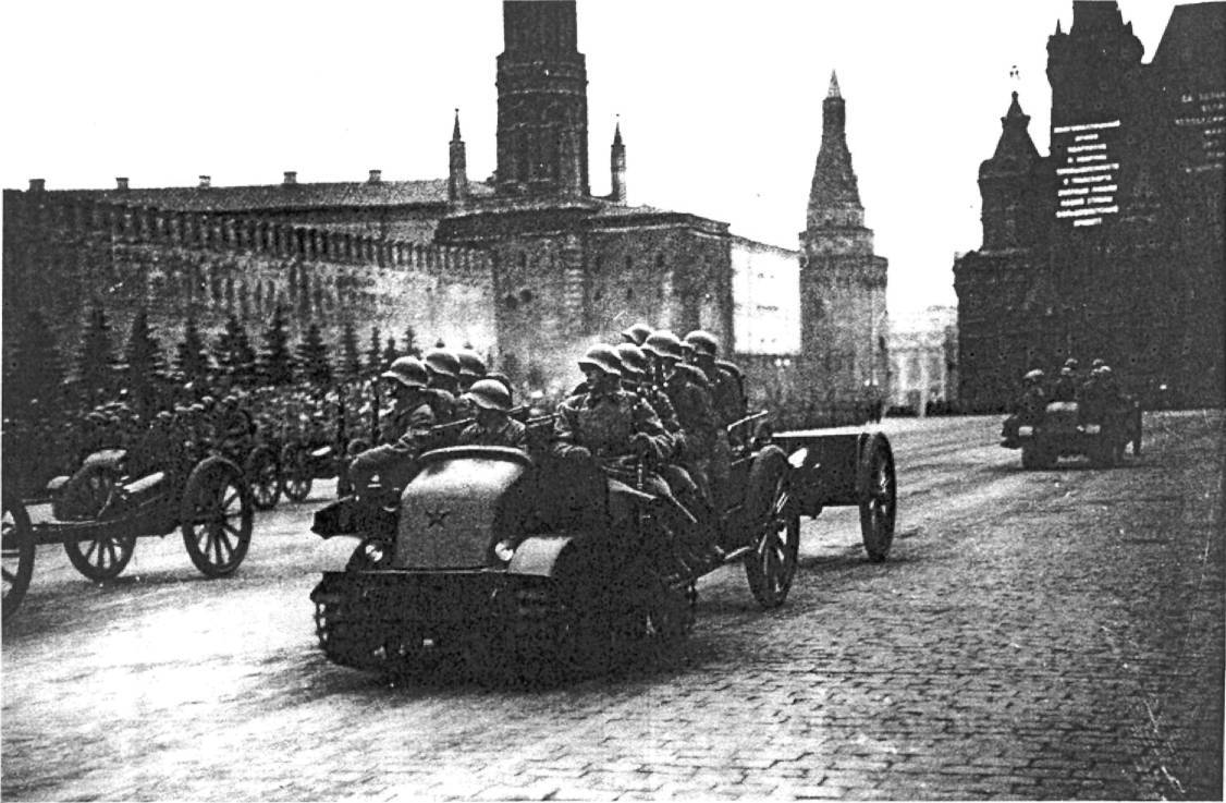 https://upload.wikimedia.org/wikipedia/commons/d/dd/Pioneer_artillery_tractor_on_Red_Square%2C_November_7_1936.jpg