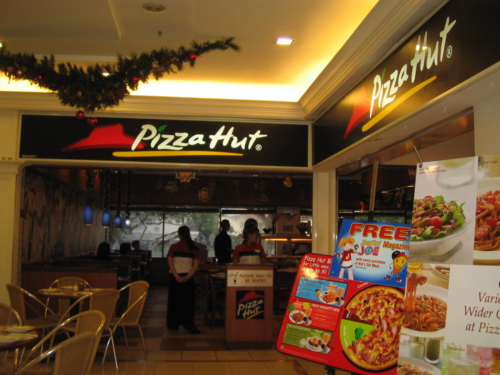 File pizza hut cold storage jelita shopping centre for Pizza restaurants