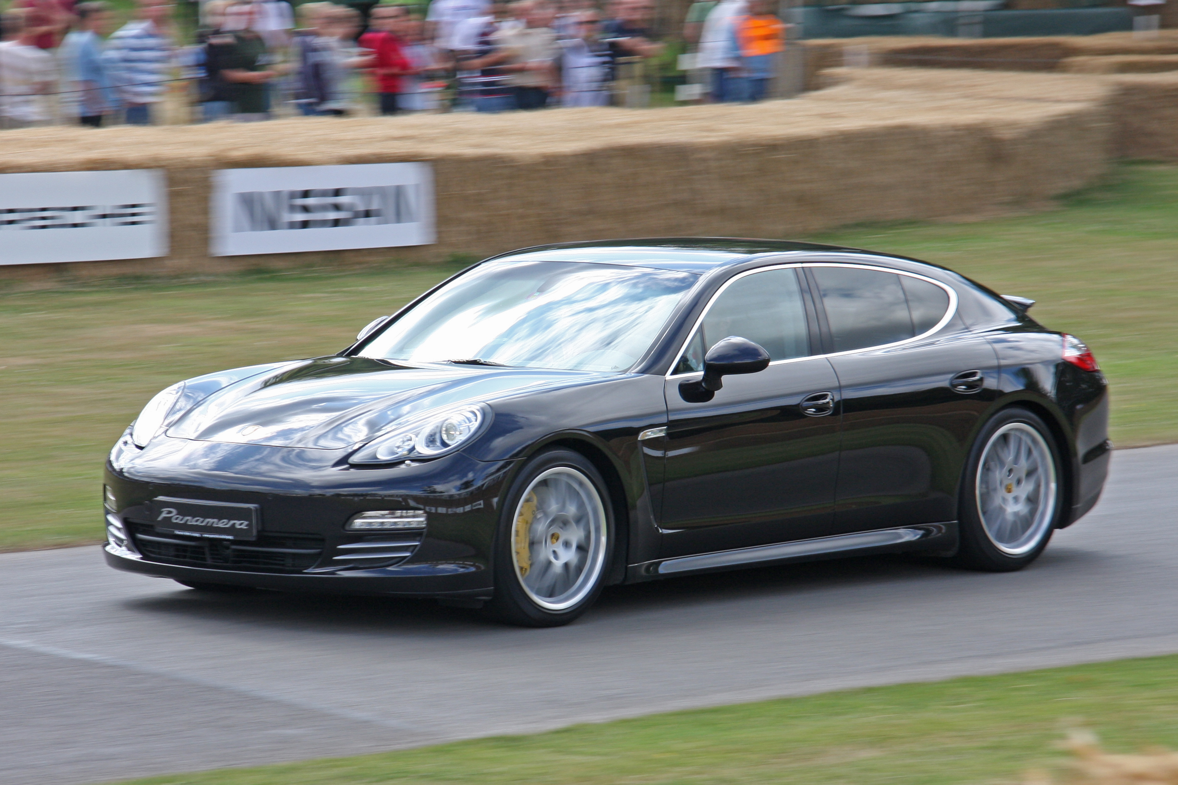 File:Porsche Panamera 4S.jpg - Wikimedia Commons